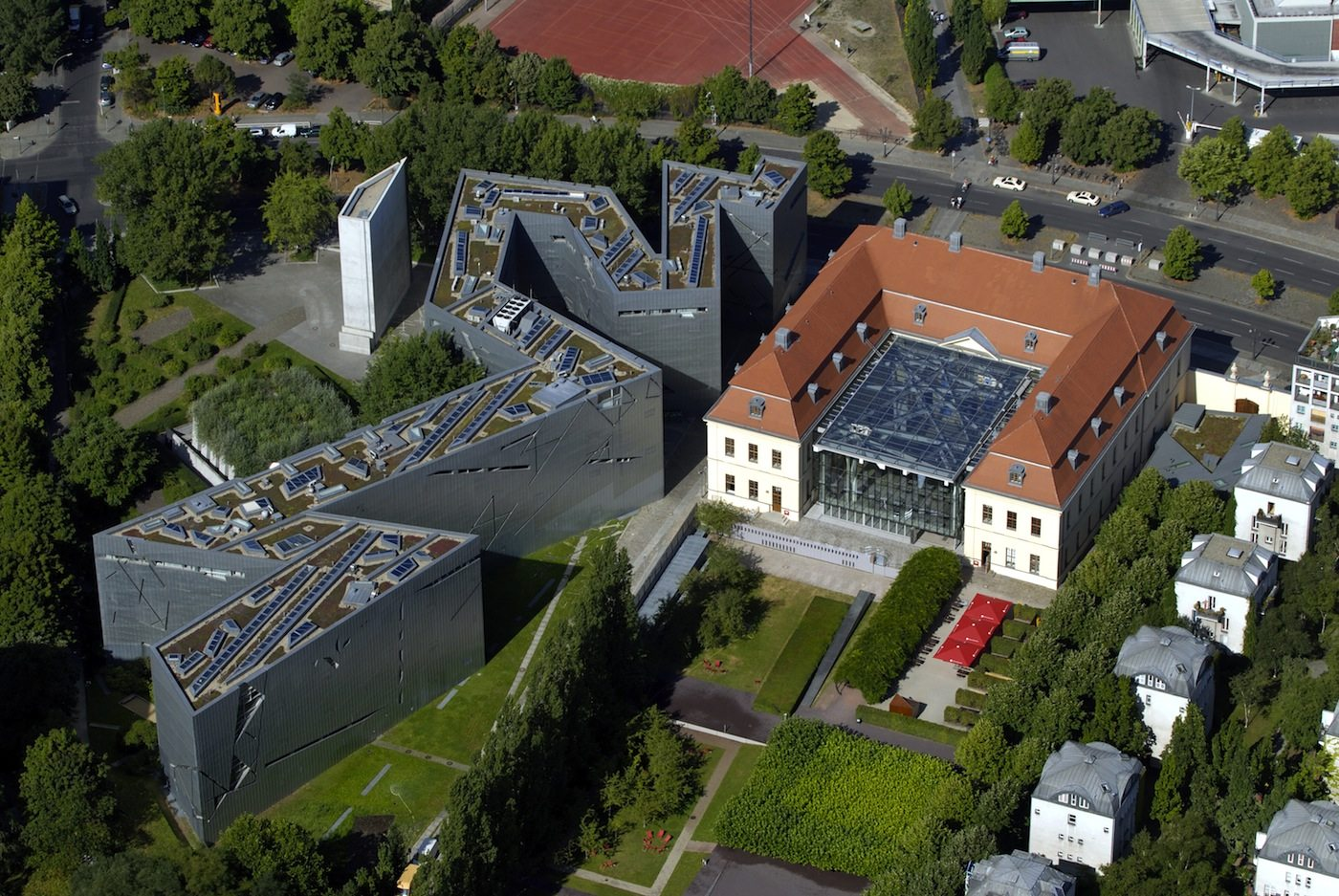 Ensemble.  Luftaufnahme Jüdisches Museum Berlin, Altbau und Libeskind-Bau