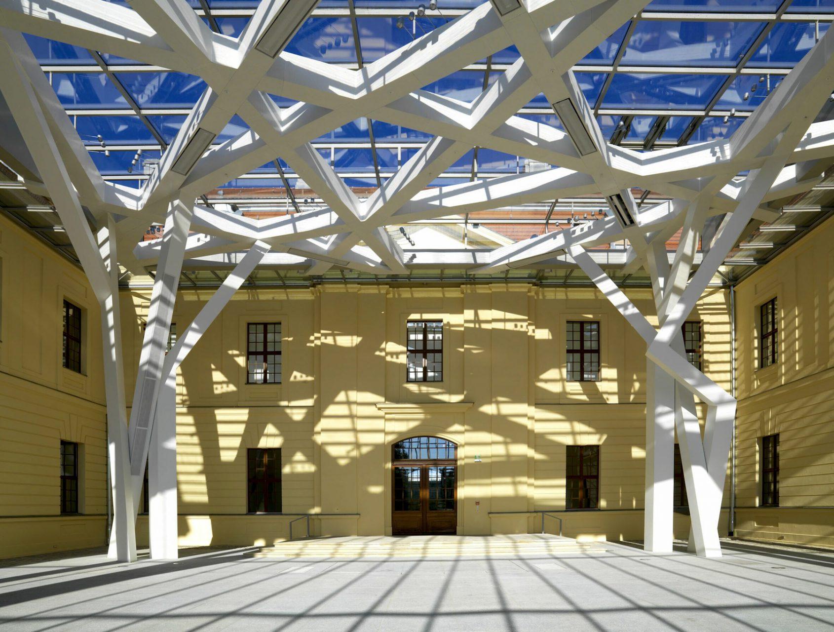 Glashof.  Innenansicht Jüdisches Museum Berlin