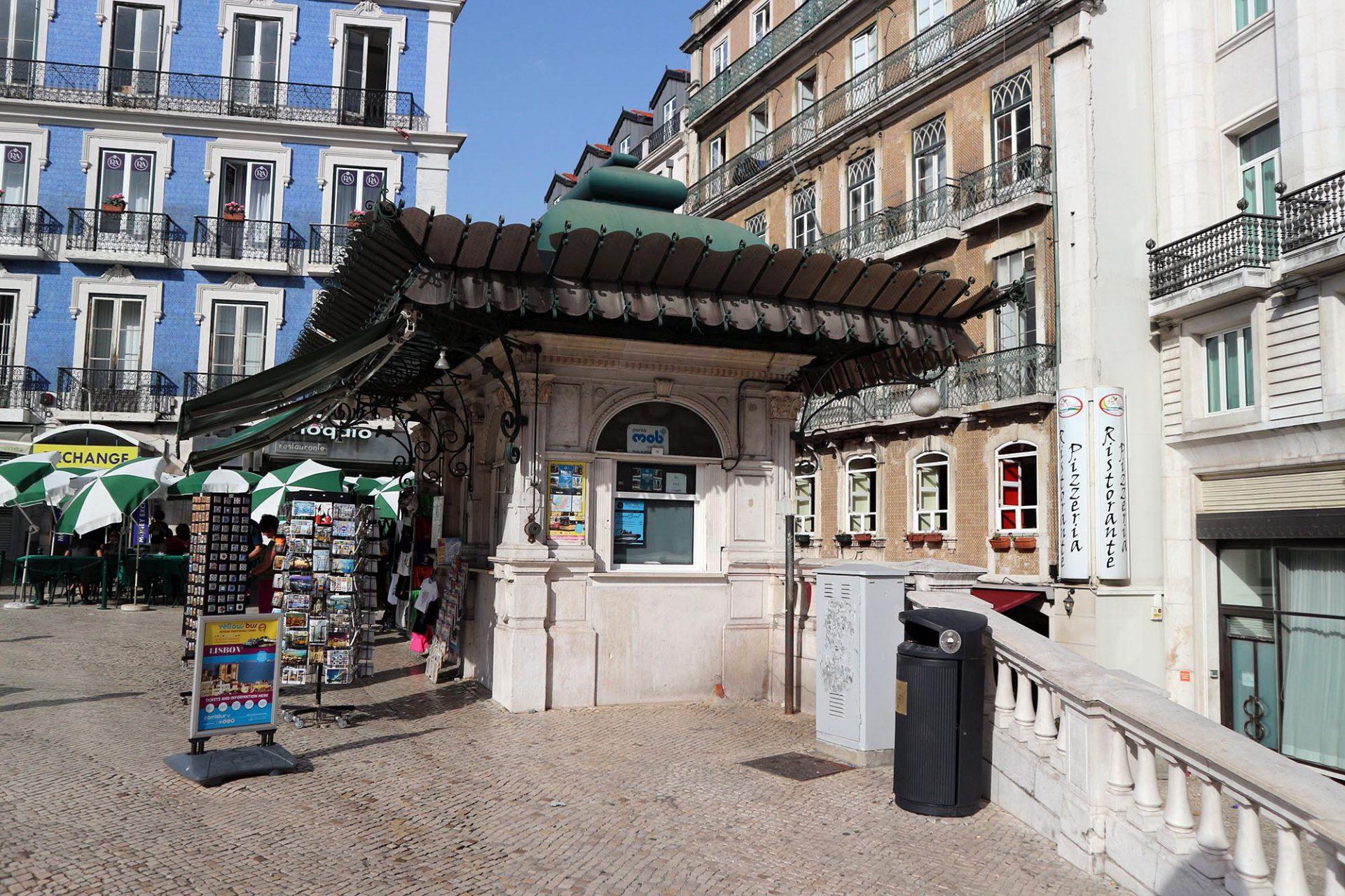 Praça dos Restauradores.  Hier werden Zeitungen und Tabakwaren verkauft.