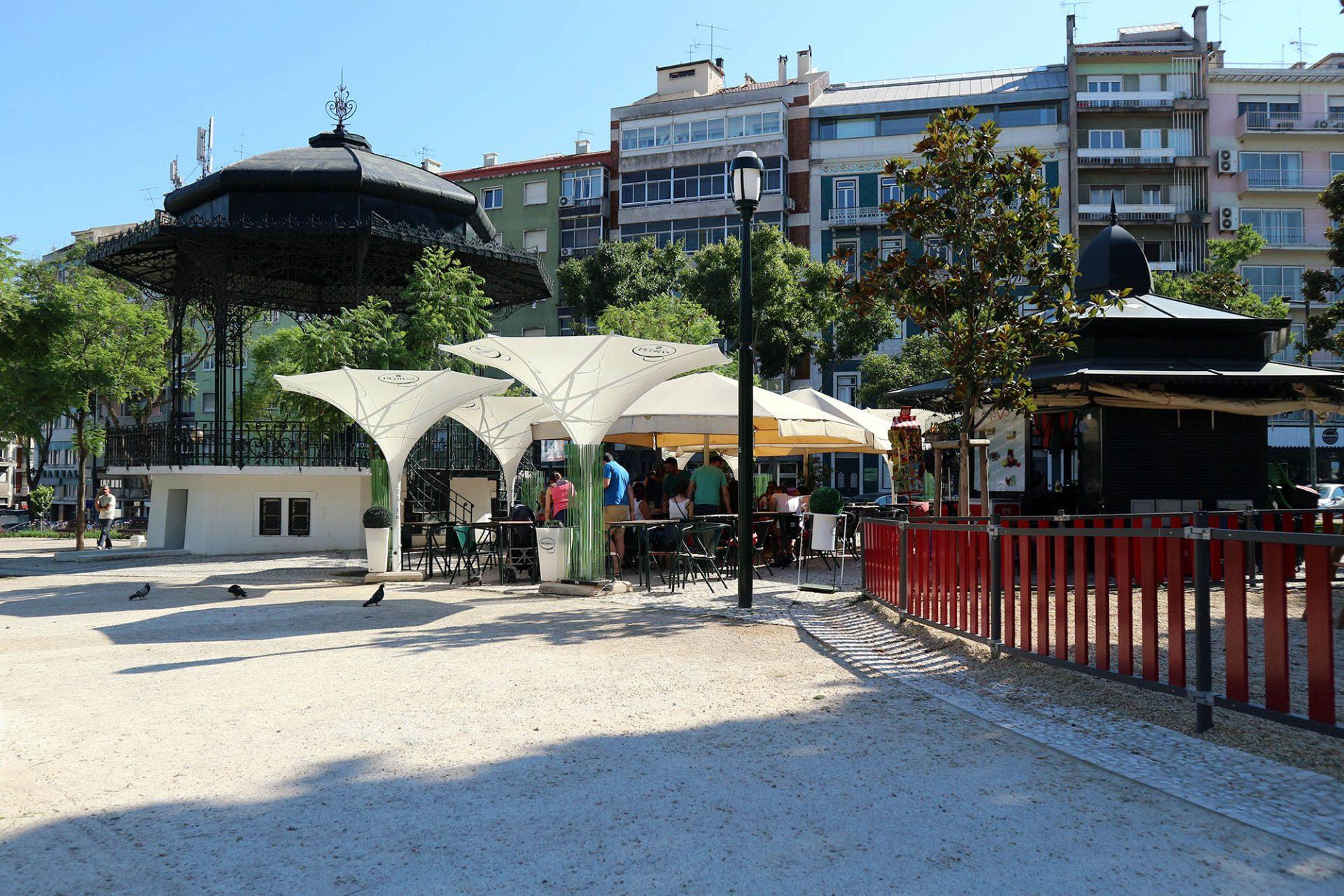 Praça Jose Fontana.  Neben dem Kiosk des charmanten Stadtplatzes unweit des Praça Duque de Saldanha steht auch ein offener Pavillon für verschiedene Veranstaltungen.