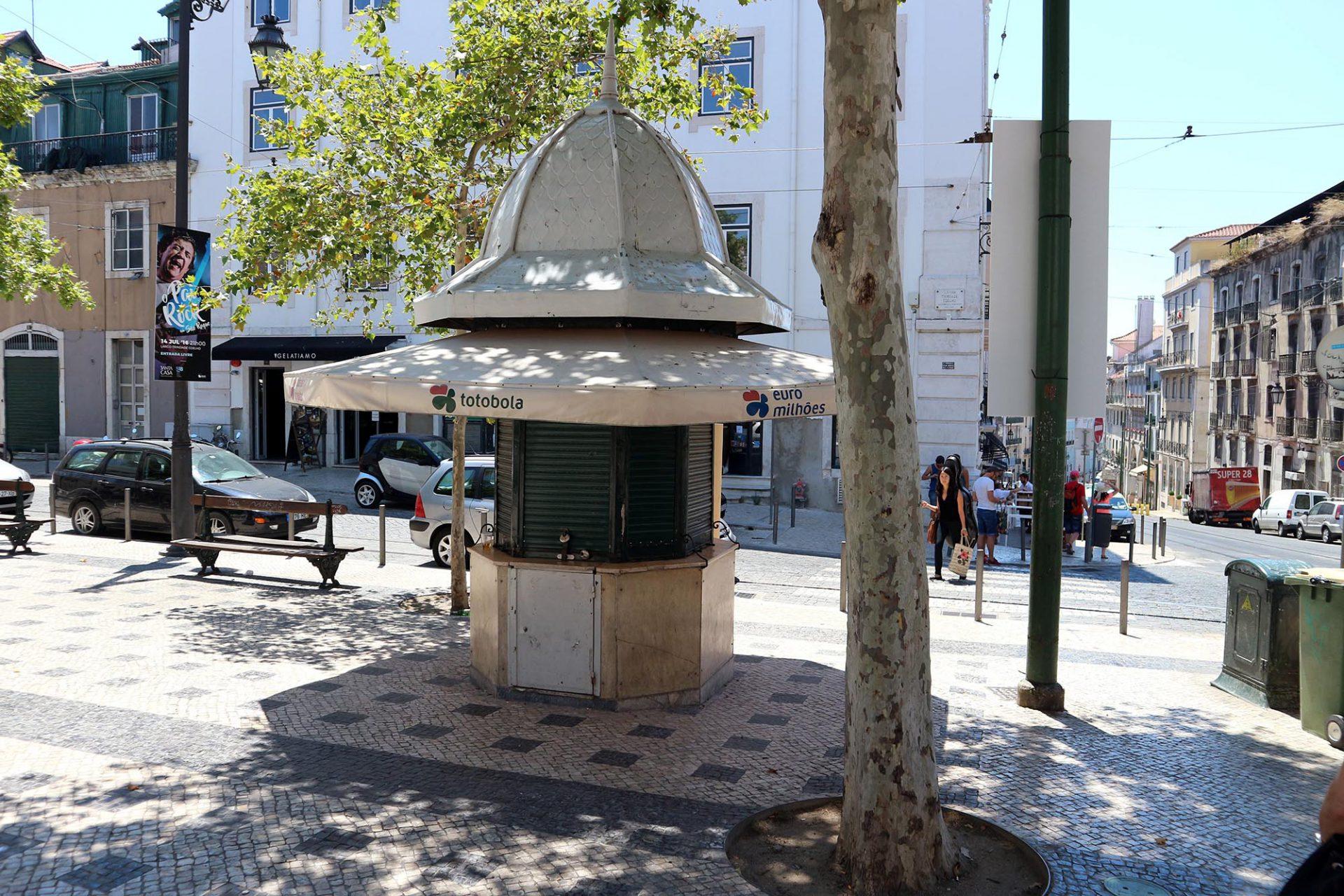 Quiosque Sao Roque.  Auf dem Largo Trindade Coelho stehen zwei Kioske unterschiedlicher Nutzung.