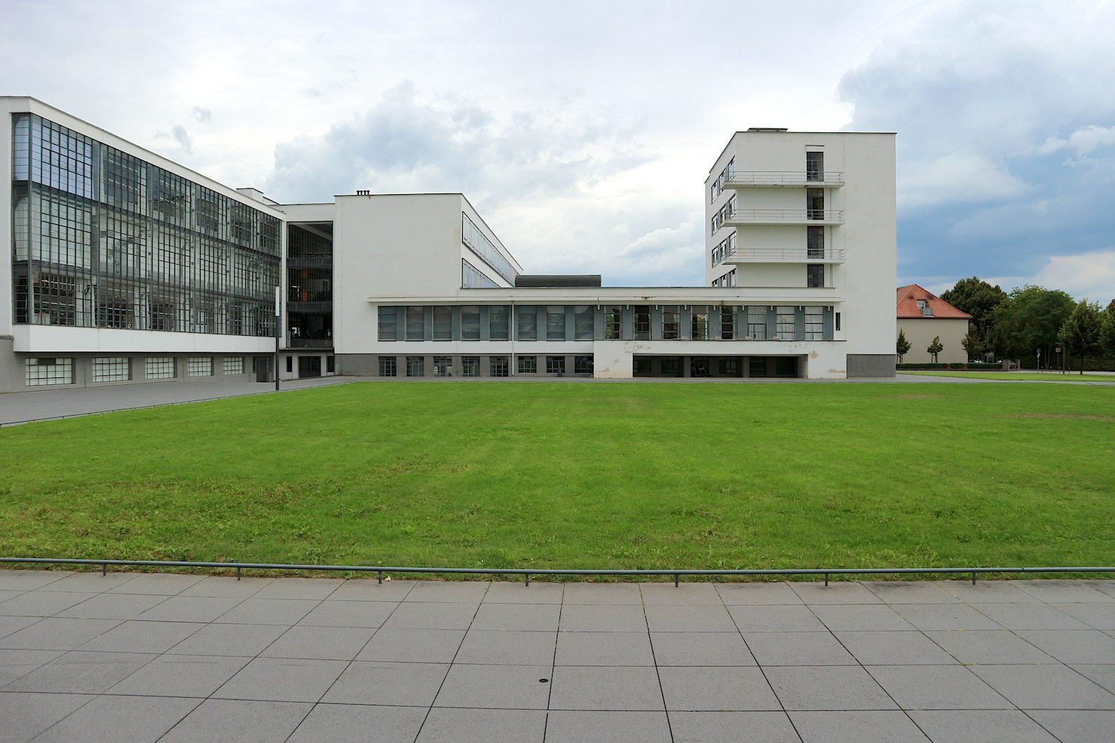 Bautopia dessau deutschland the link stadt land for Bauhaus architektur heute