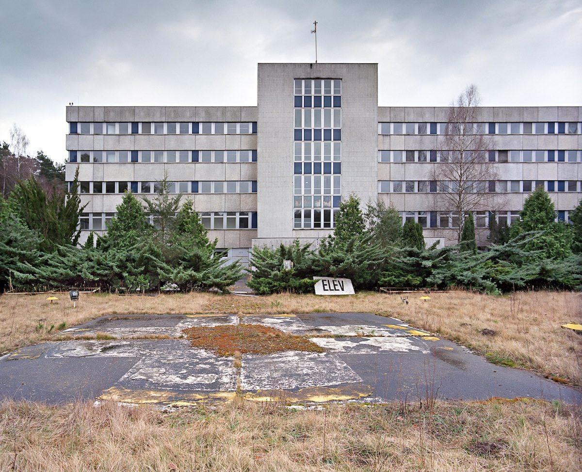 Regierungskrankenhaus.  Ehemaliger Helikopterlandeplatz des DDR-Regierungskrankenhauses in Buch bei Berlin
