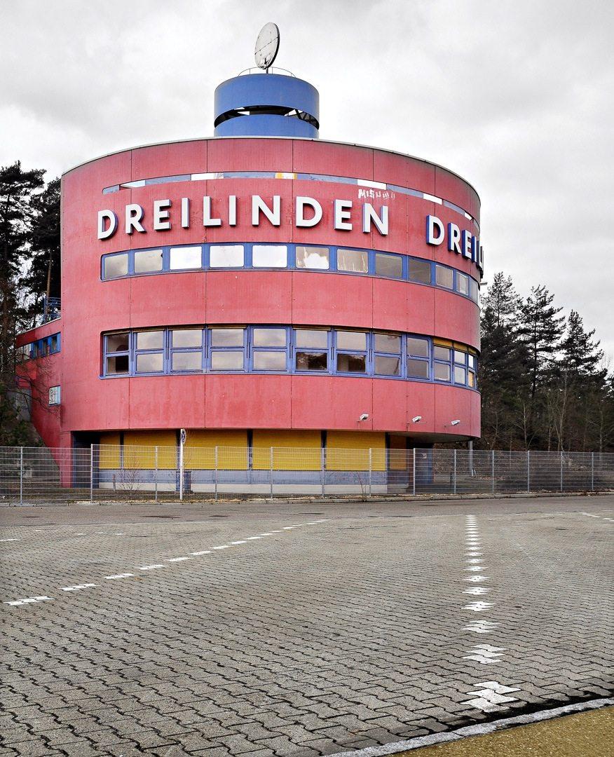 Dreilinden Raststätte in Berlin. Turmrestaurant der Autobahnraststätte Berlin Dreilinden