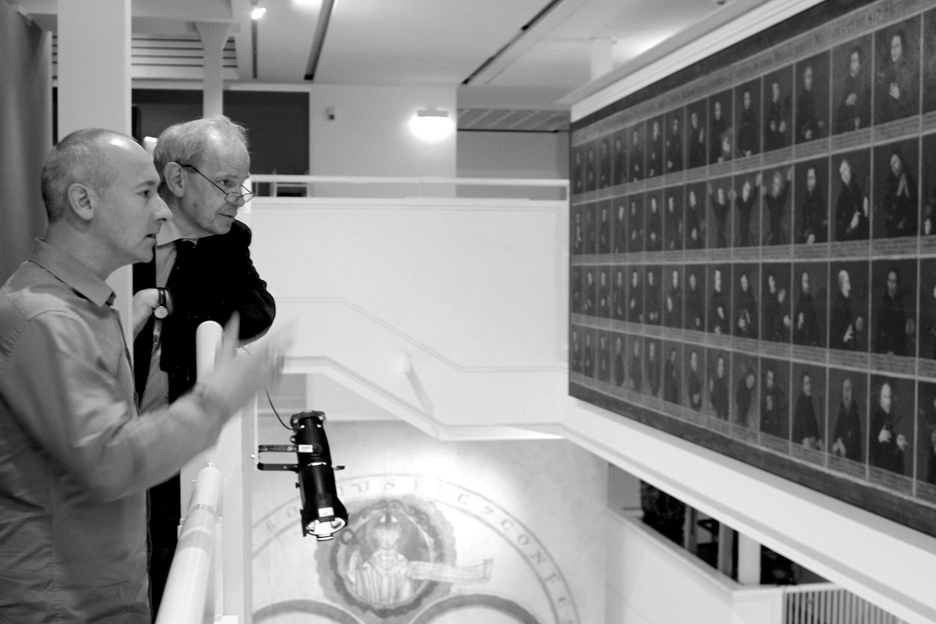 Das Gespräch.  THE LINK-Mitgründer und -Mitbetreiber und Architekt Hendrik Bohle (li.) in der Unterhaltung mit Museumsdirektor Christoph Stiegemann.