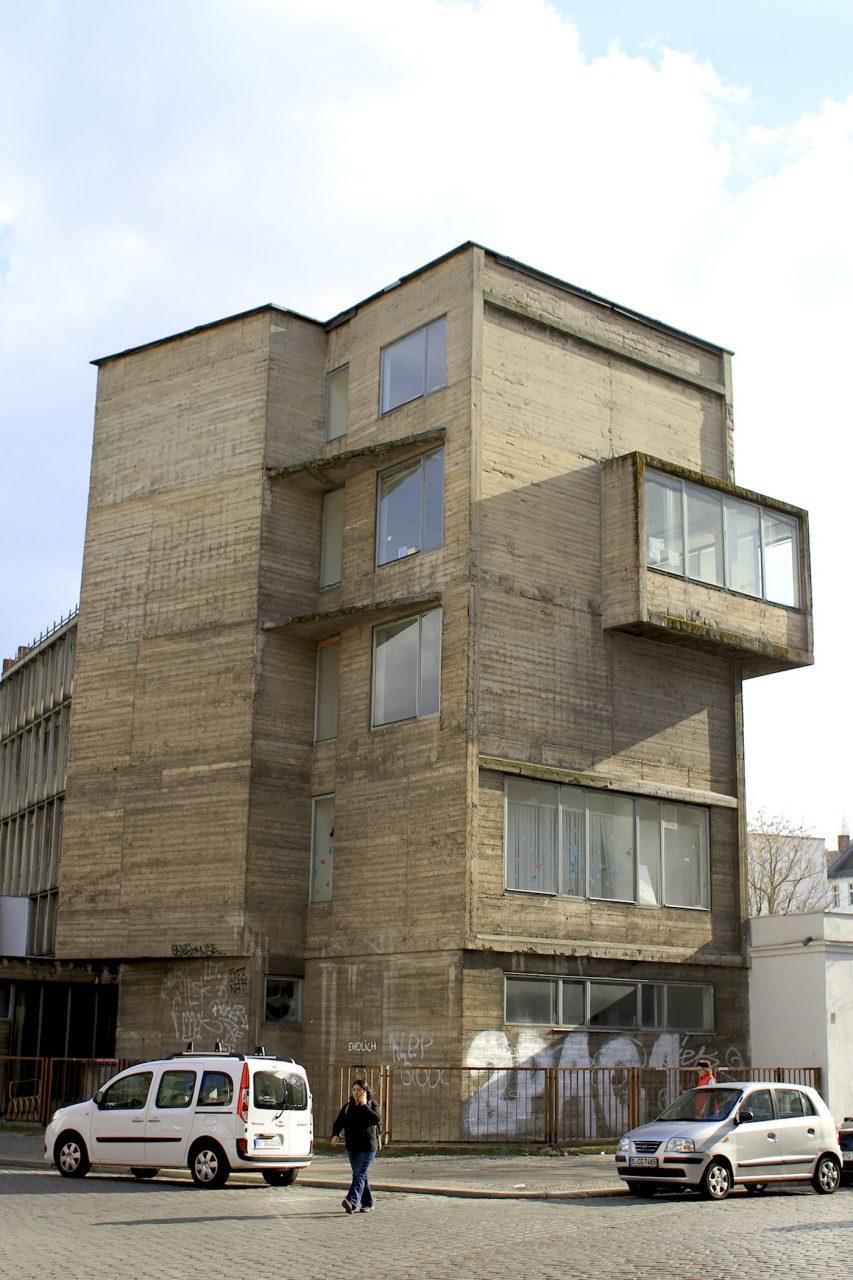 """Der Eckturm. Frank Seehausen: """"Hier wird deutlich, dass der Turm tatsächlich als bauliches Signet der Firma gedacht war."""""""