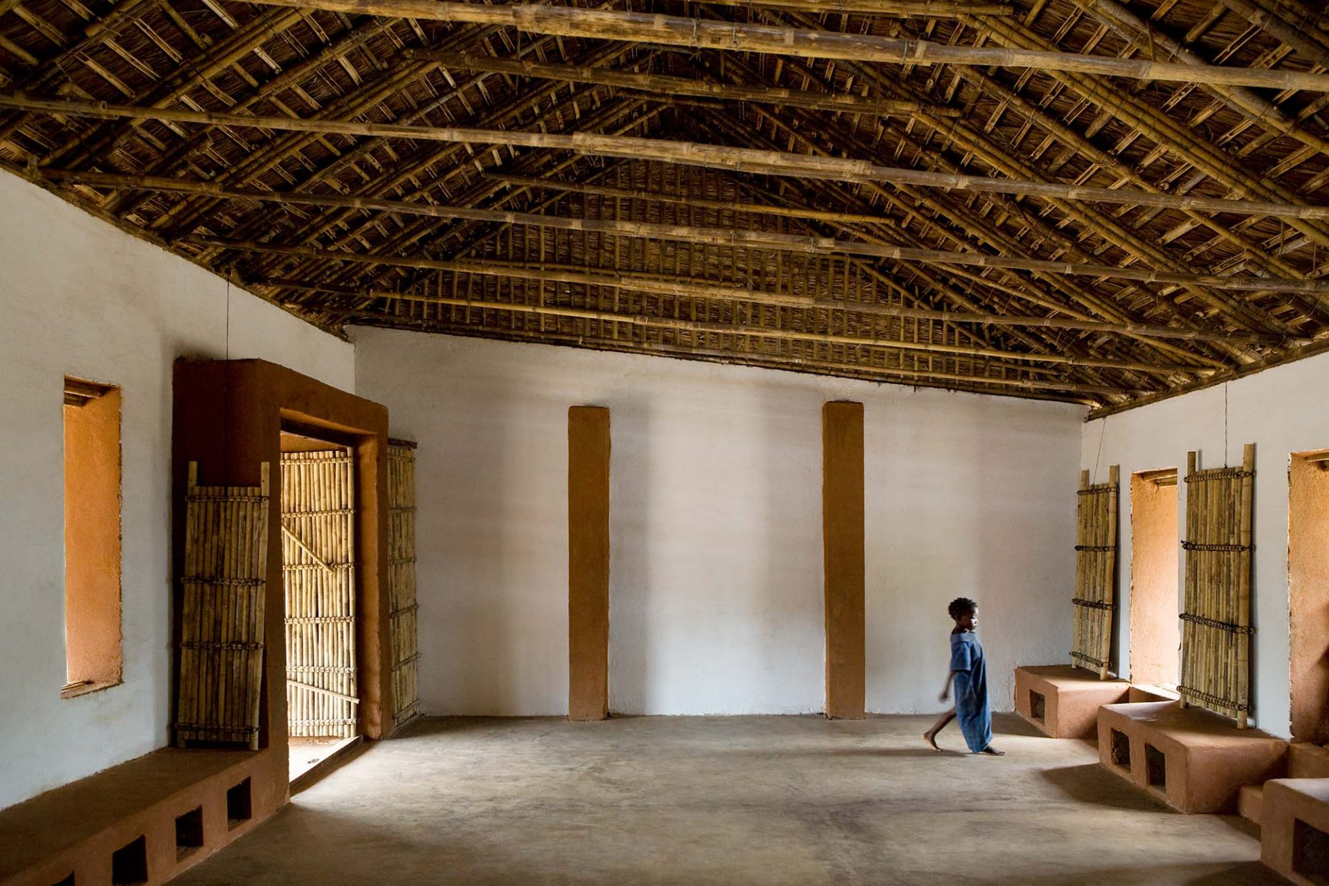 Habitat Initiative Cabo Delgado, Mosambik. Innenansicht B24 Pilotprojekt 25 de Junho. Auftraggeber und Träger des Projektes Aga Khan Foundation (AKF), Fertigstellung der 11 Schulen: Dezember 2010.