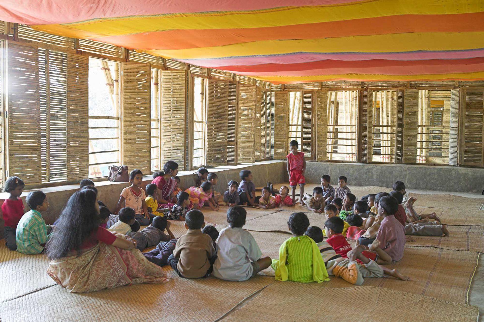 METI School. Bauherr Dipshikha/METI (Modern Education and Training Institute), Bangladesch in Kooperation mit Partnerschaft Shanti - Bangladesch e.V. und Päpstlichem Missionswerk der Kinder (PMK). Bauzeit: September bis Dezember 2005