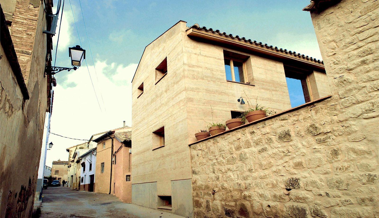 21st Century Vernacular House.  Wohnhaus in Ayerbe, Spanien, von Angels Castellarnau Visus.