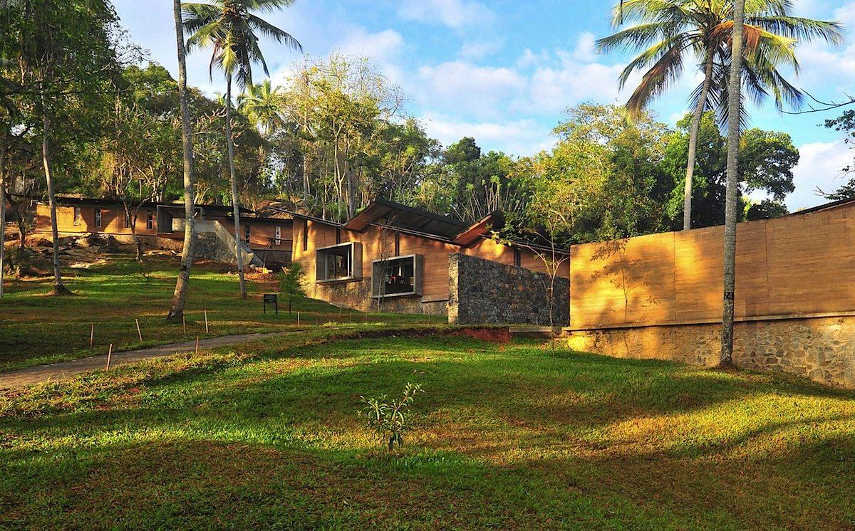 Bibliothek und Gemeindehaus.  In Ambepussa, Sri Lanka, von Robust Architecture Workshop