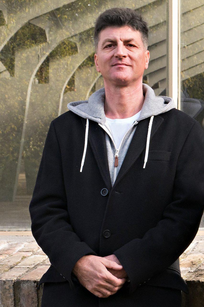 Robert Conrad.  Architekturfotograf und Bauhistoriker. Er lebt seit 1986 in Berlin, wo er auch arbeitet.