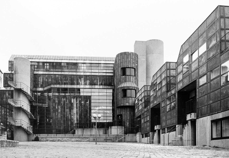 Die Hofseite. Der Westflügel mit der Museumsverwaltung und Wohnungen.