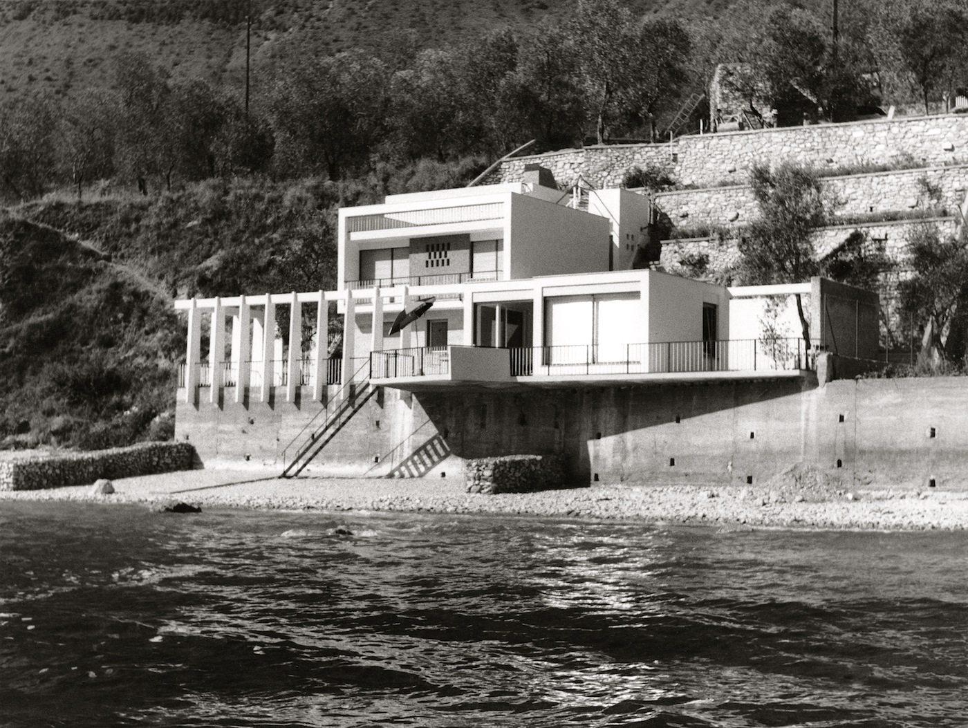 Haus Ziethen. Ferienhaus, Limone am Lago di Garda, Italien: fein profilierte Kuben mit asymmetrisch über den See kragender Terrasse.