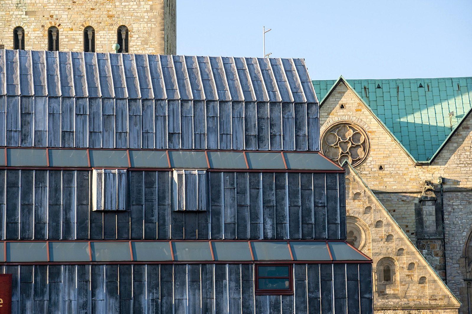 Der Umbau. Nachdem konservatorische Mängel offenkundig wurden, gestaltete man das Gebäude nach Plänen des Architekten Michael Brawne von 1991 bis 1993 neu um.
