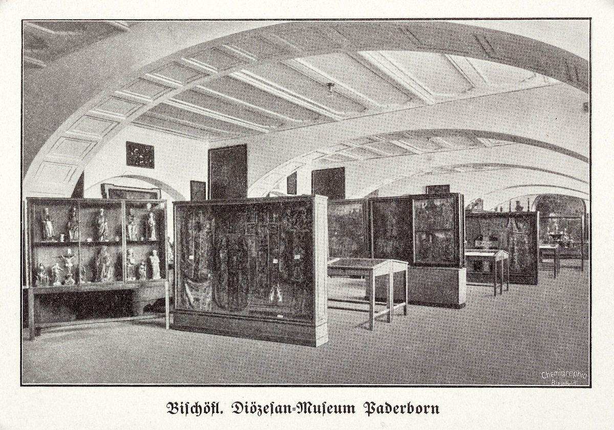 Postkarte.  Ausstellungsraum im Generalvikariat