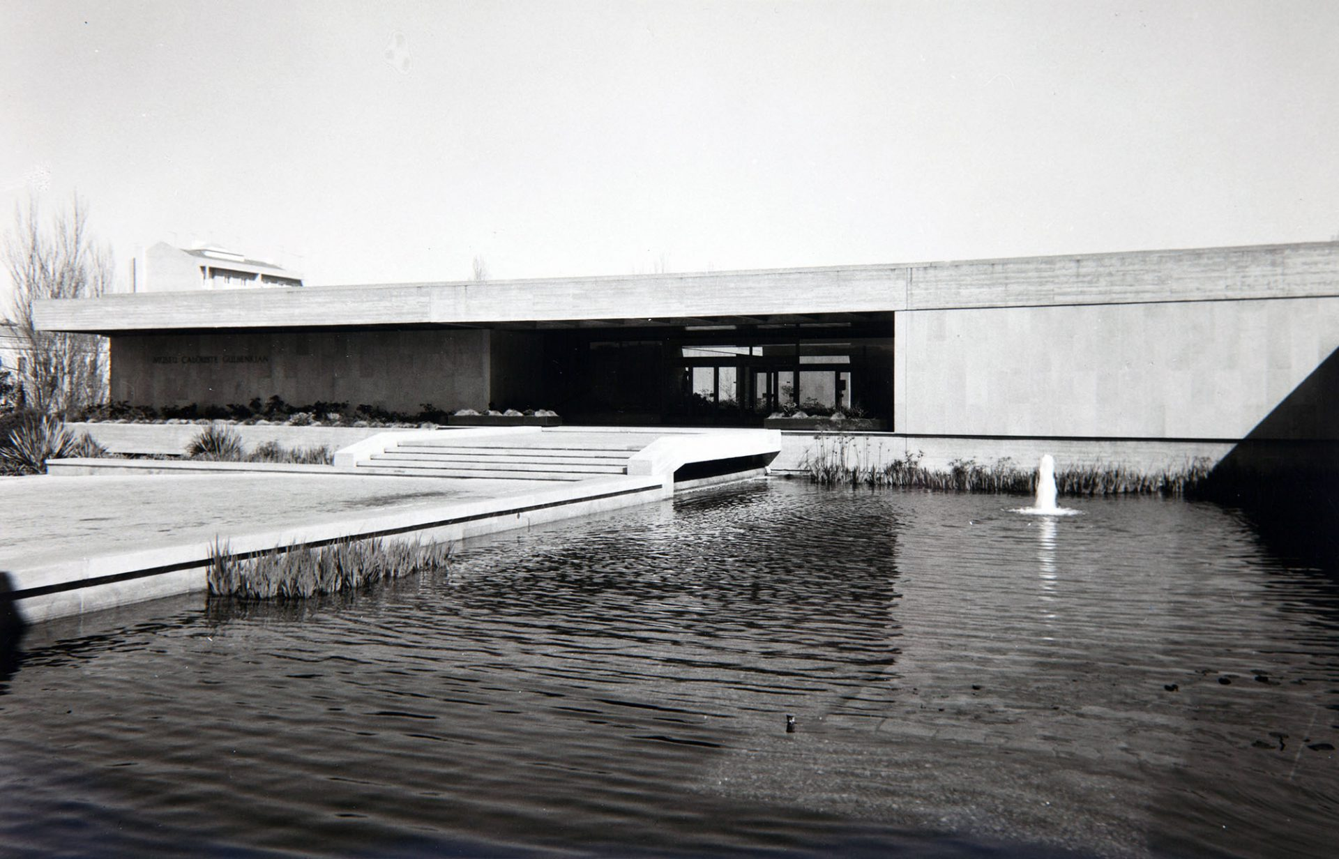 Gulbenkian Museum. Ansicht Haupteingang, späte 1970er