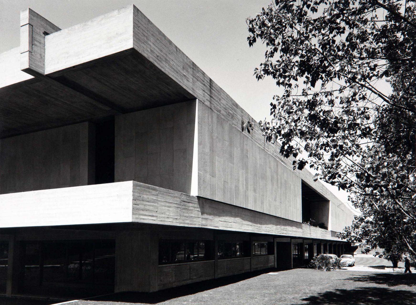 Gulbenkian Museum. Gartenansicht, späte 1970er