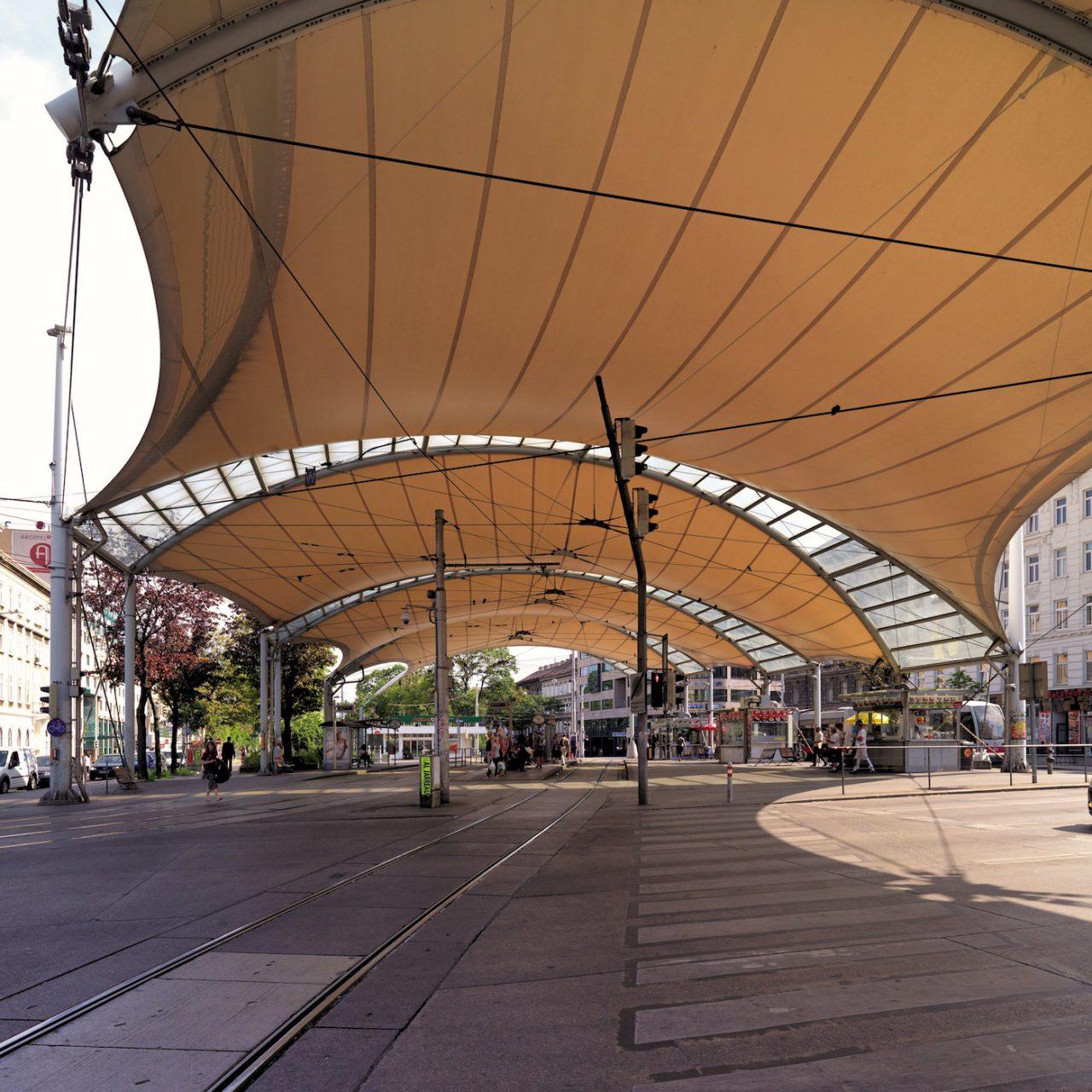 Zeltdach-Konstruktion. Architekten Tillner & Willinger