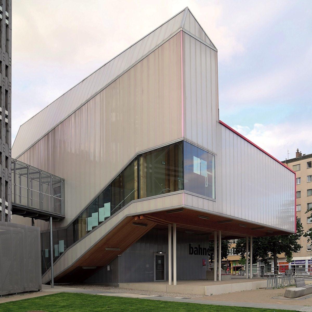 Bahnorama. Im Ausstellungspavillon präsentieren die Investoren die Transformation des ehemaligen Sackbahnhofs Wien-Süd zum neuen Durchgangsbahnhof Wien Hbf. Der Temporärbau stammt von RAHM Architekten und dem Büro architects pla.net.