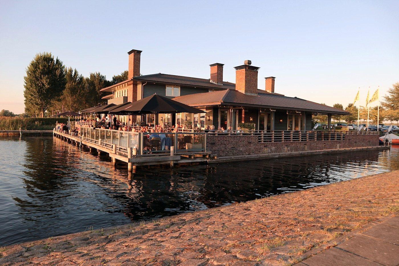 Boat House.  Unsere Empfehlung für gute Küche und als Ausklang eines Almere-Erkundungstages.