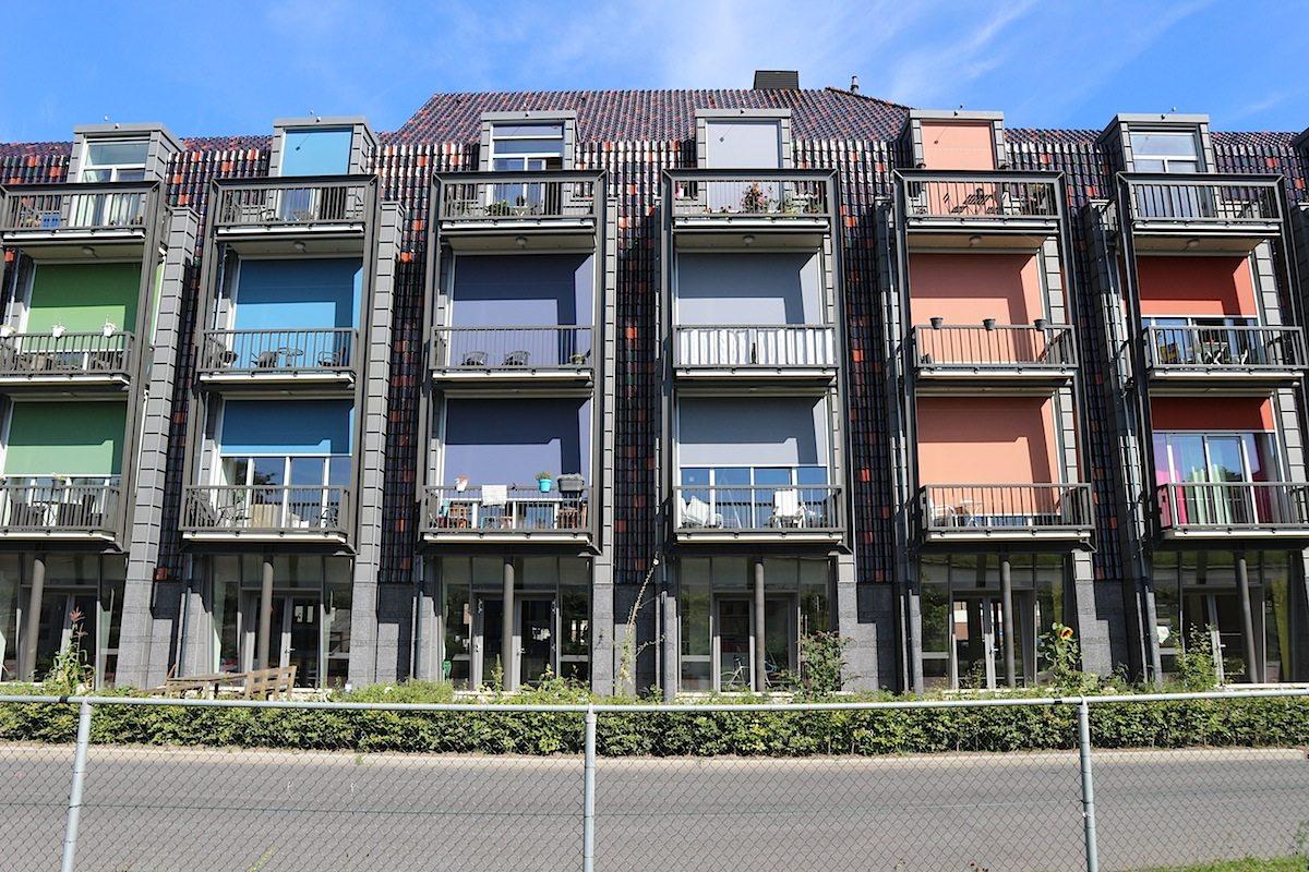 De Hulk.  Das ehemalige Bürogebäude wurde 1977 fertiggestellt und 2013 in ein Mehrfamilienhaus umgewandelt. Architekten: Rik Lagerwaard architect.