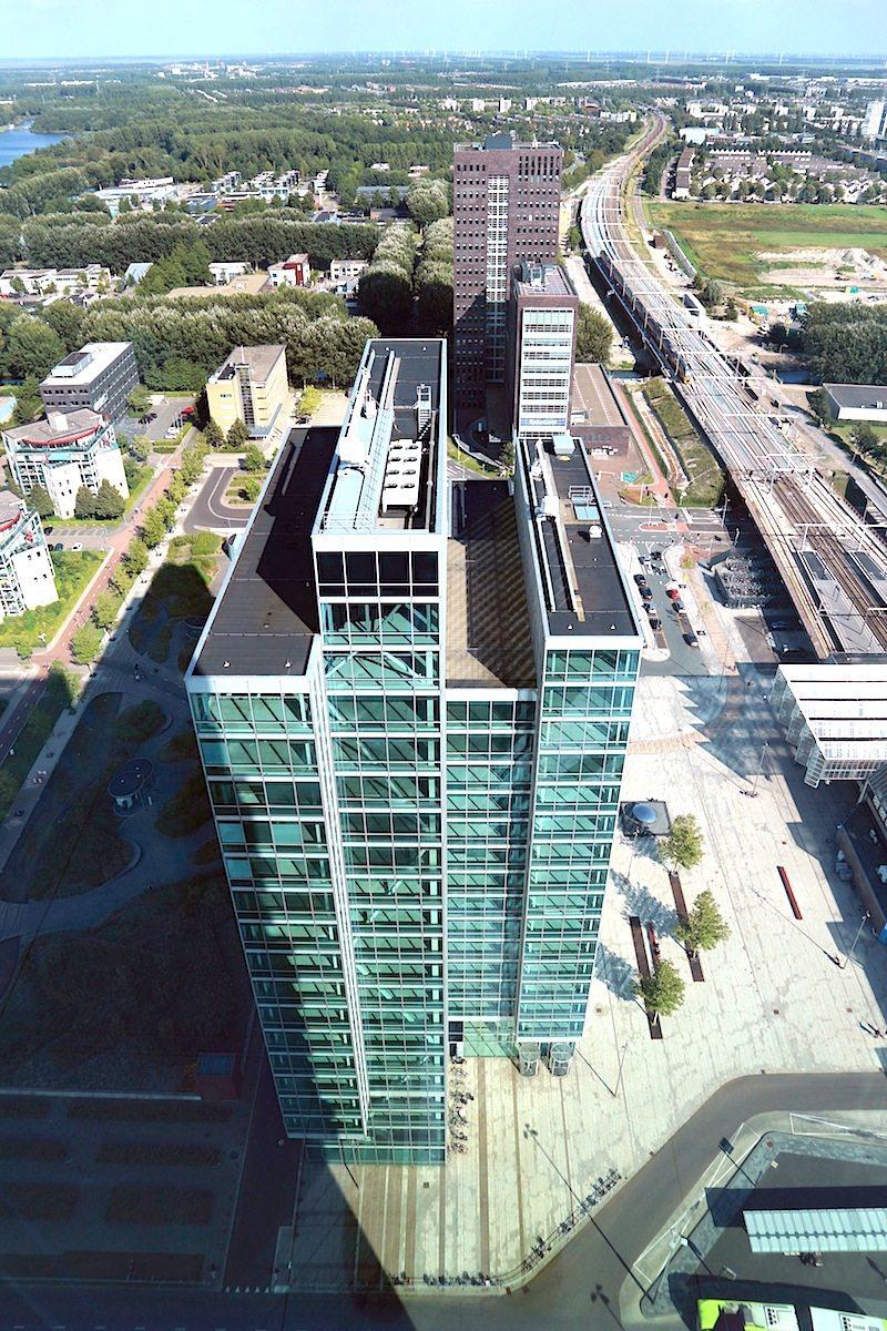 Martinez. ZZDP Architecten, Amsterdam, 2010. Bildet mit dem nahen Carlton Tower den visuellen Anker für die Innenstadt.