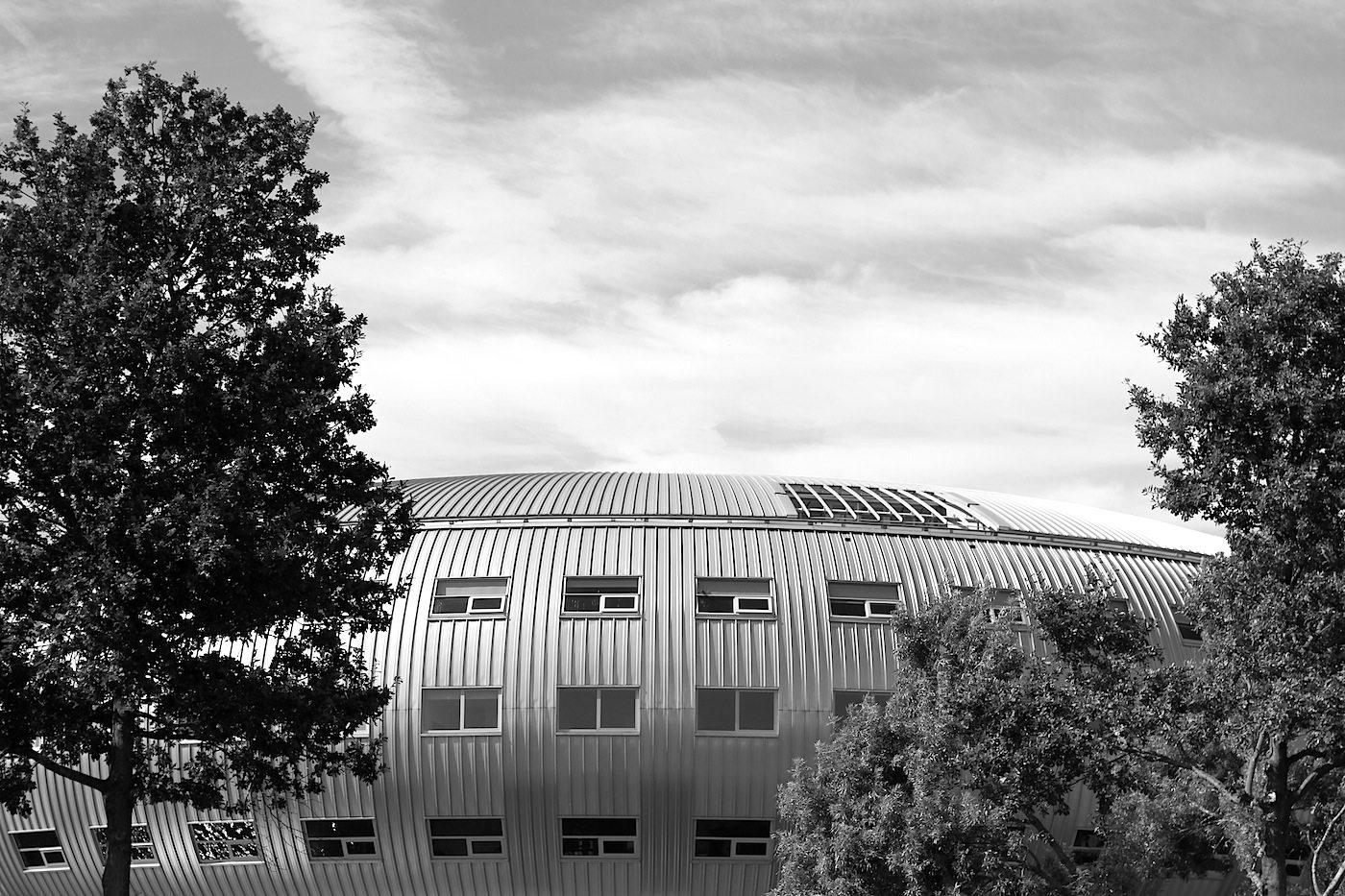 Modecentrum / Brandboxx.  Stichwort Box: unweit der Spaceboxen steht das von KOW geplante Modezentrum mit drei Gebäudeteilen. Im Bild: die sogenannte Fliegende Untertasse. Fertigstellung des Ensembles: 2003