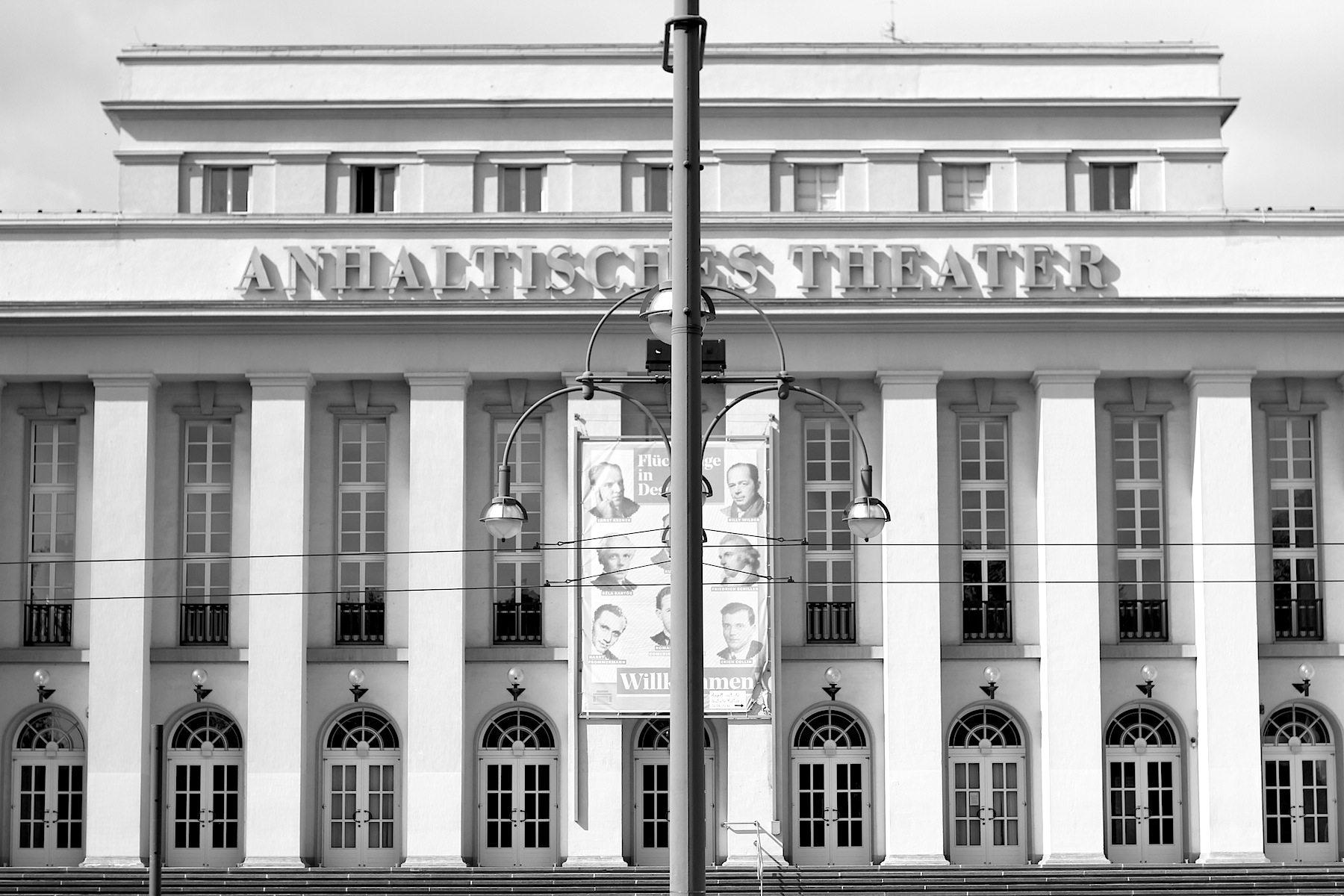Anhaltisches Theater.  Das Theater wurde 1949 neu eröffnet, nachdem es im Zweiten Weltkrieg zerstört worden war.