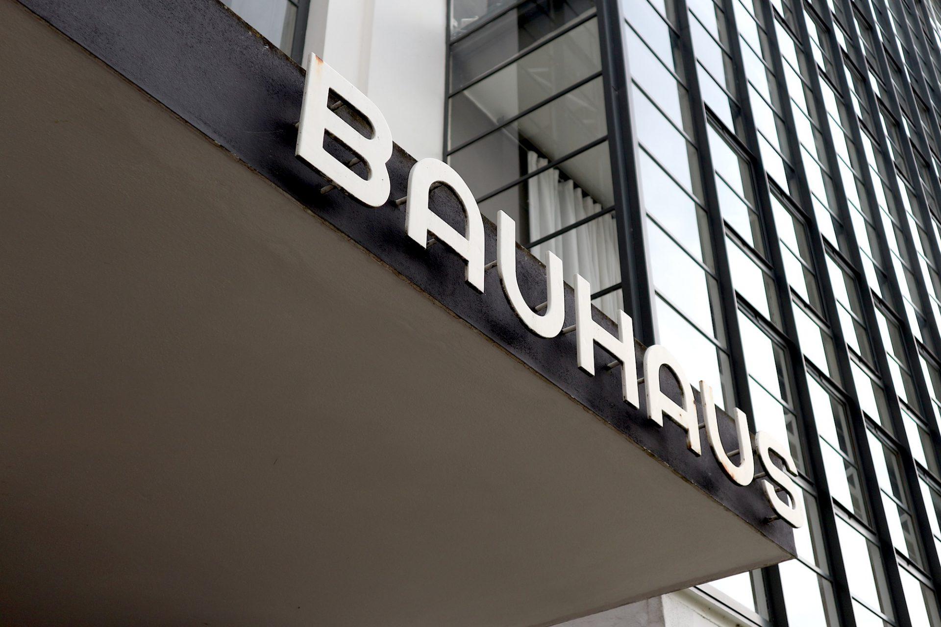 Eingang. Bauhausgebäude