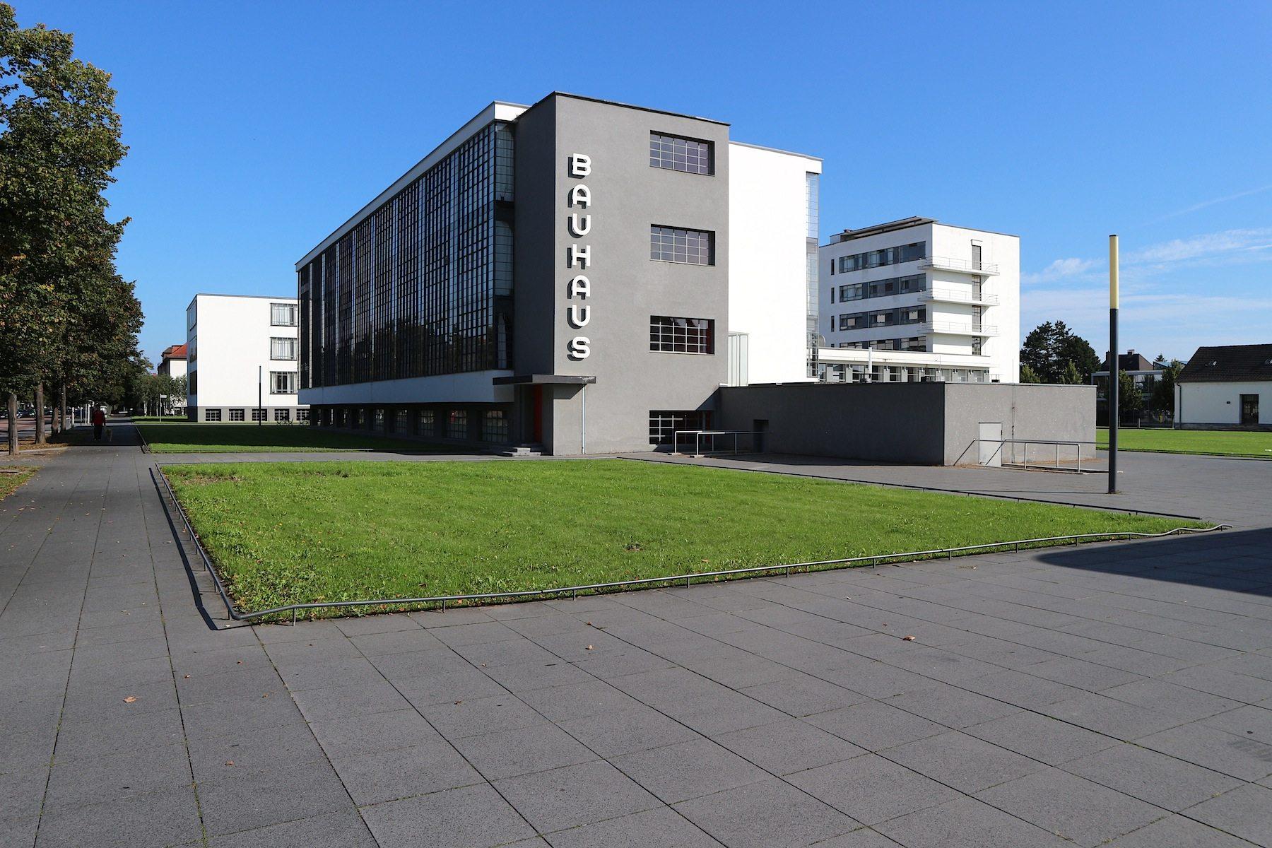 Werkstattflügel. Des Bauhausgebäudes mit dem Besucherzentrum, den Flächen für Sonderausstellungen und dem Café-Bistro.
