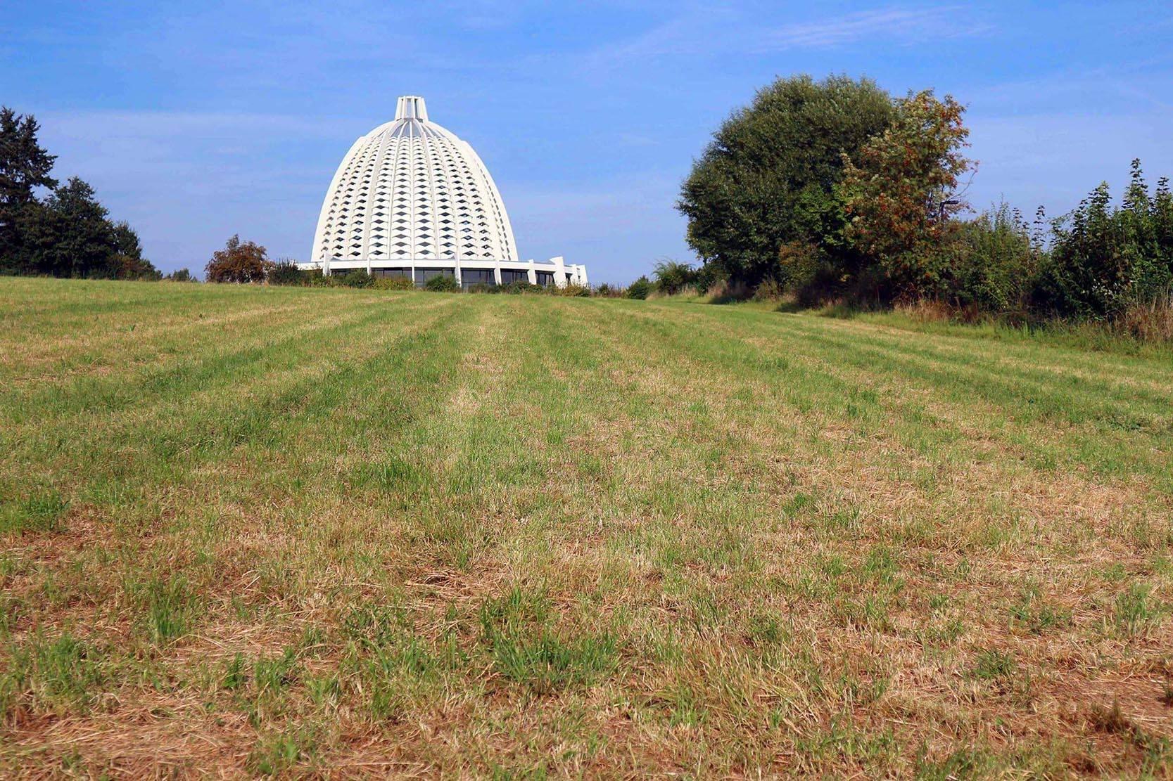 Haus der Andacht. Der Bahai-Tempel am Rande der Ortschaft Langenhain der Gemeinde Hofheim am Taunus.