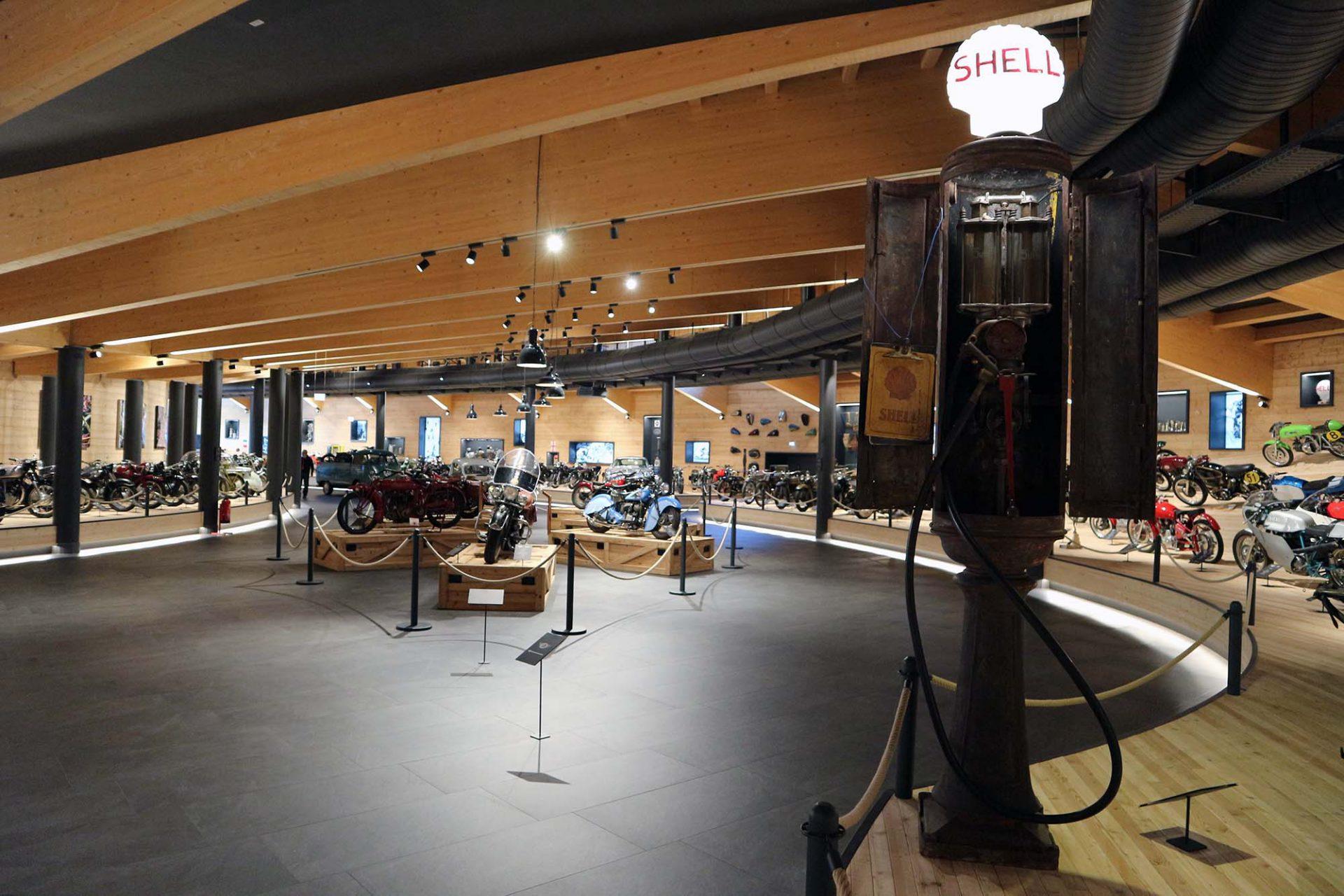 Top Mountain Motorcycle Museum.  Zu den Exponaten zählen 200 Motorräder verschiedenster Fabrikate der vergangenen 100 Jahre.