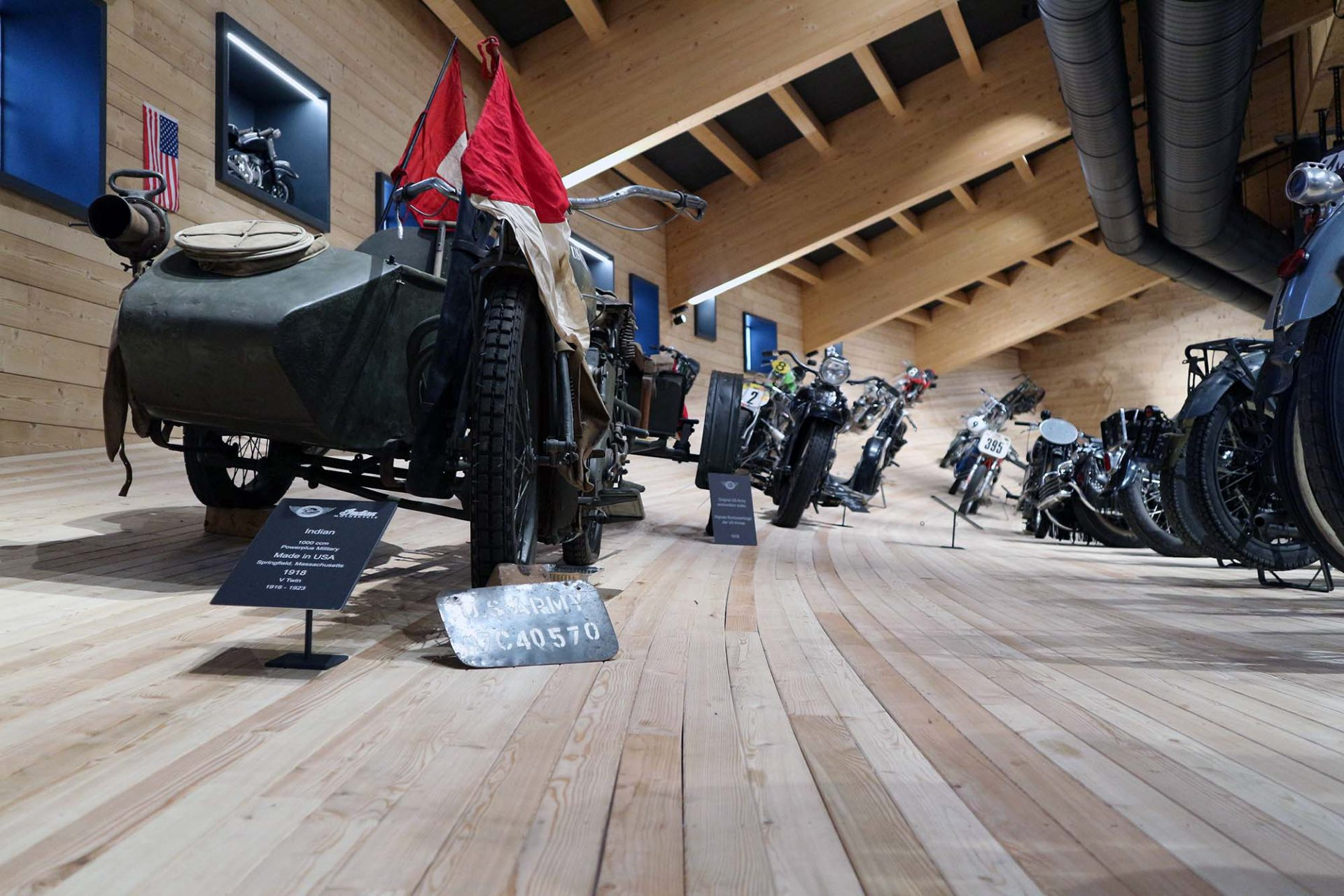 Top Mountain Motorcycle Museum.  Alle Objekte sind detailliert beschrieben ...