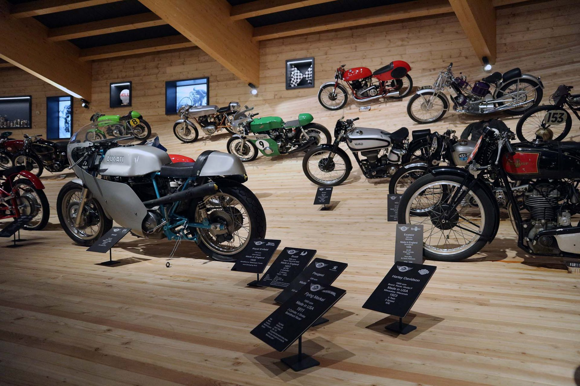 Top Mountain Motorcycle Museum. ... und passend arrangiert ...