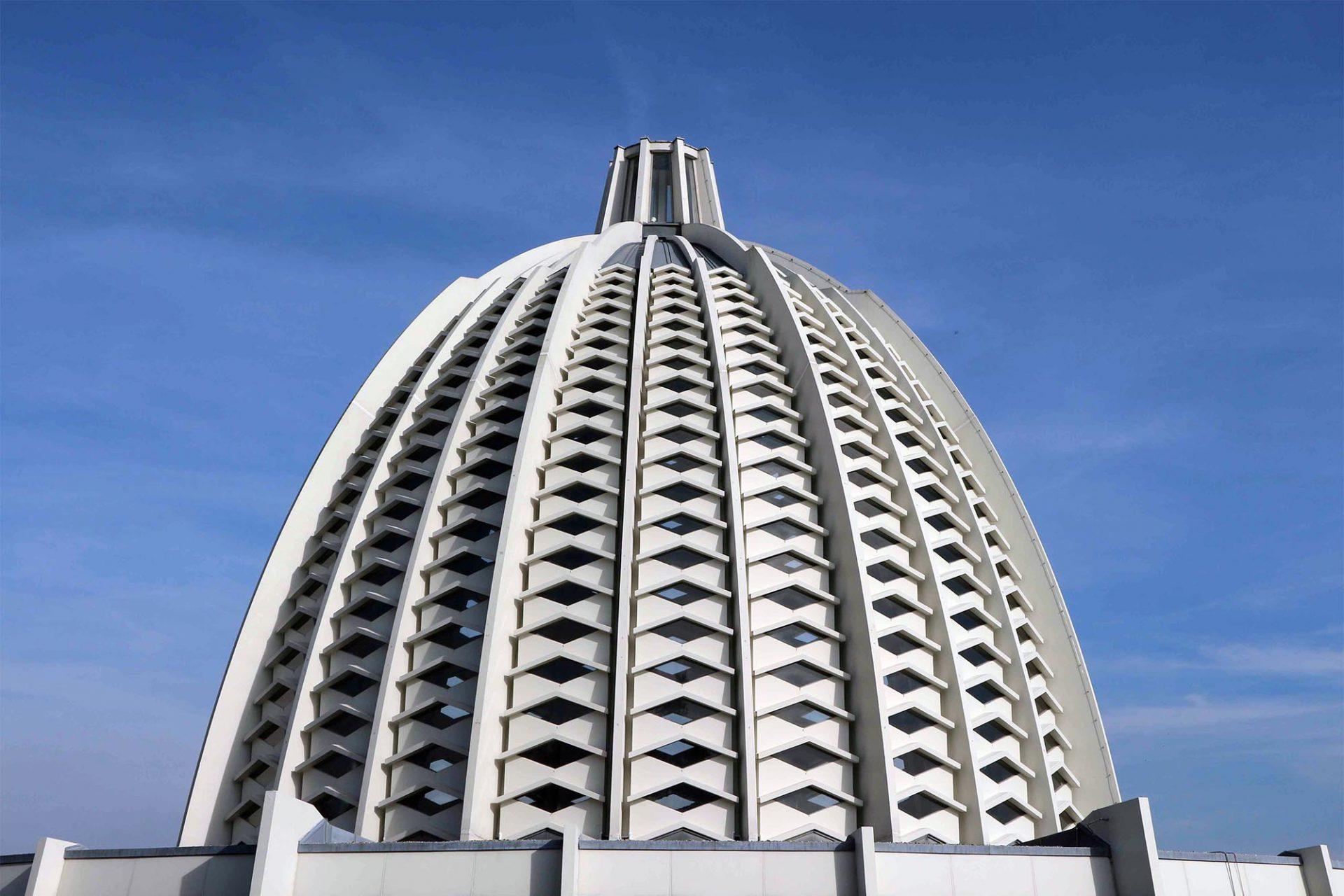 Die Kuppel. Die elliptische Kuppel misst im Inneren eine Höhe von 28 Metern.