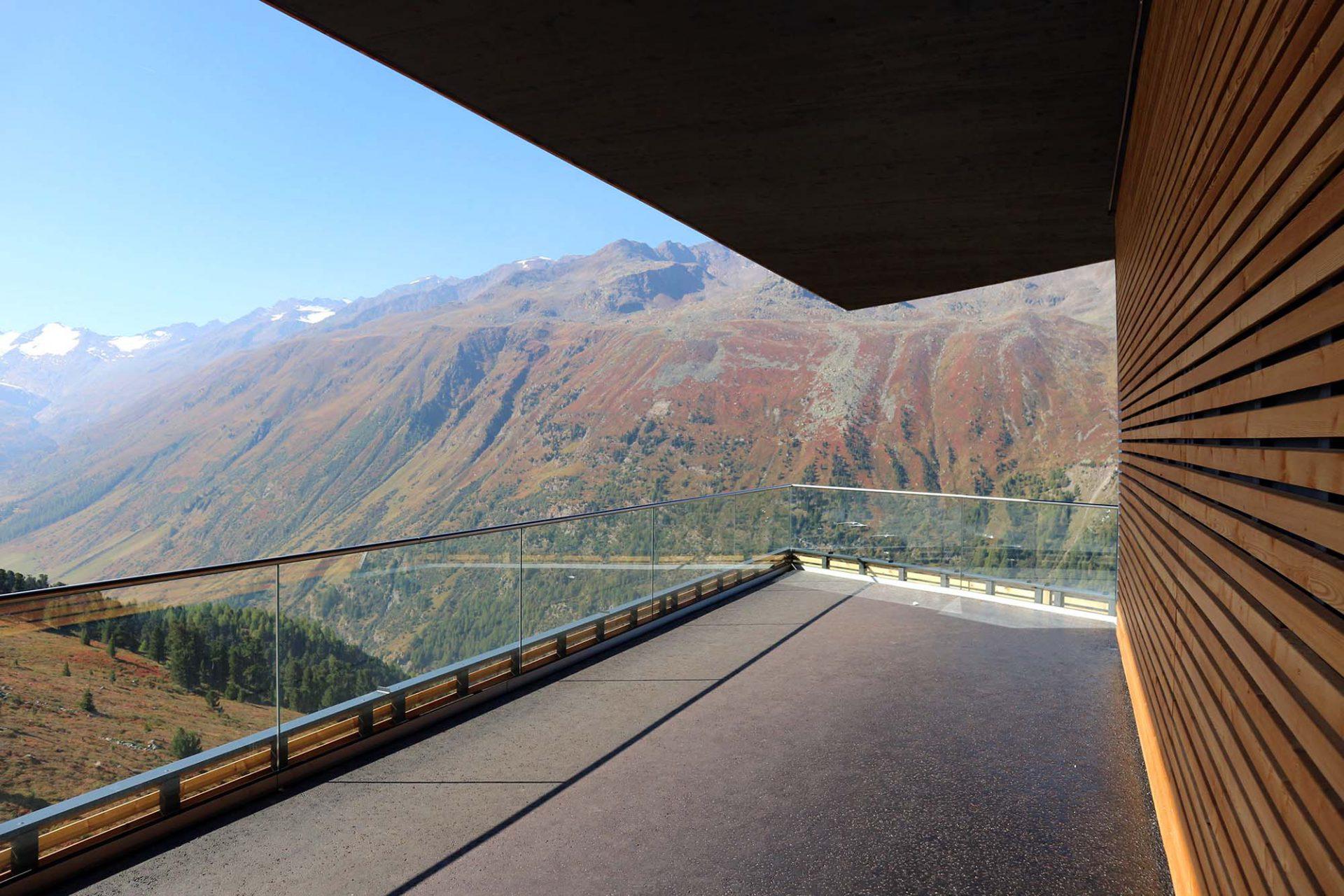 Top Mountain X-Cross Point. ... und eröffnet fantastische Ausblicke ins untere Ötztal.