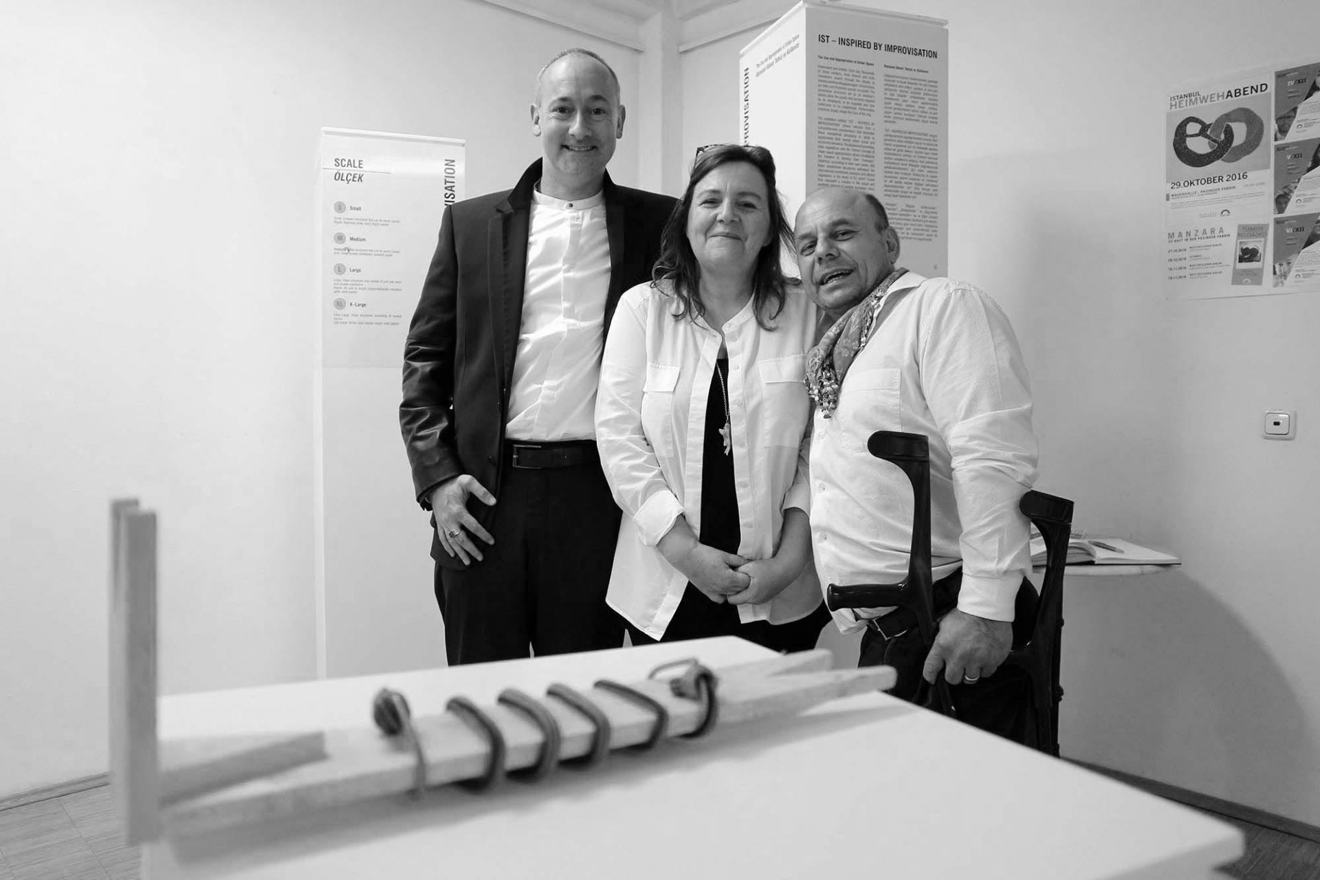 15.Manzara Architekten-Stipendium.  Gabriele Kern-Altındiş und Erdoğan Altındiş von Manzara Istanbul mit ihrem ersten Stipendiaten Hendrik Bohle.