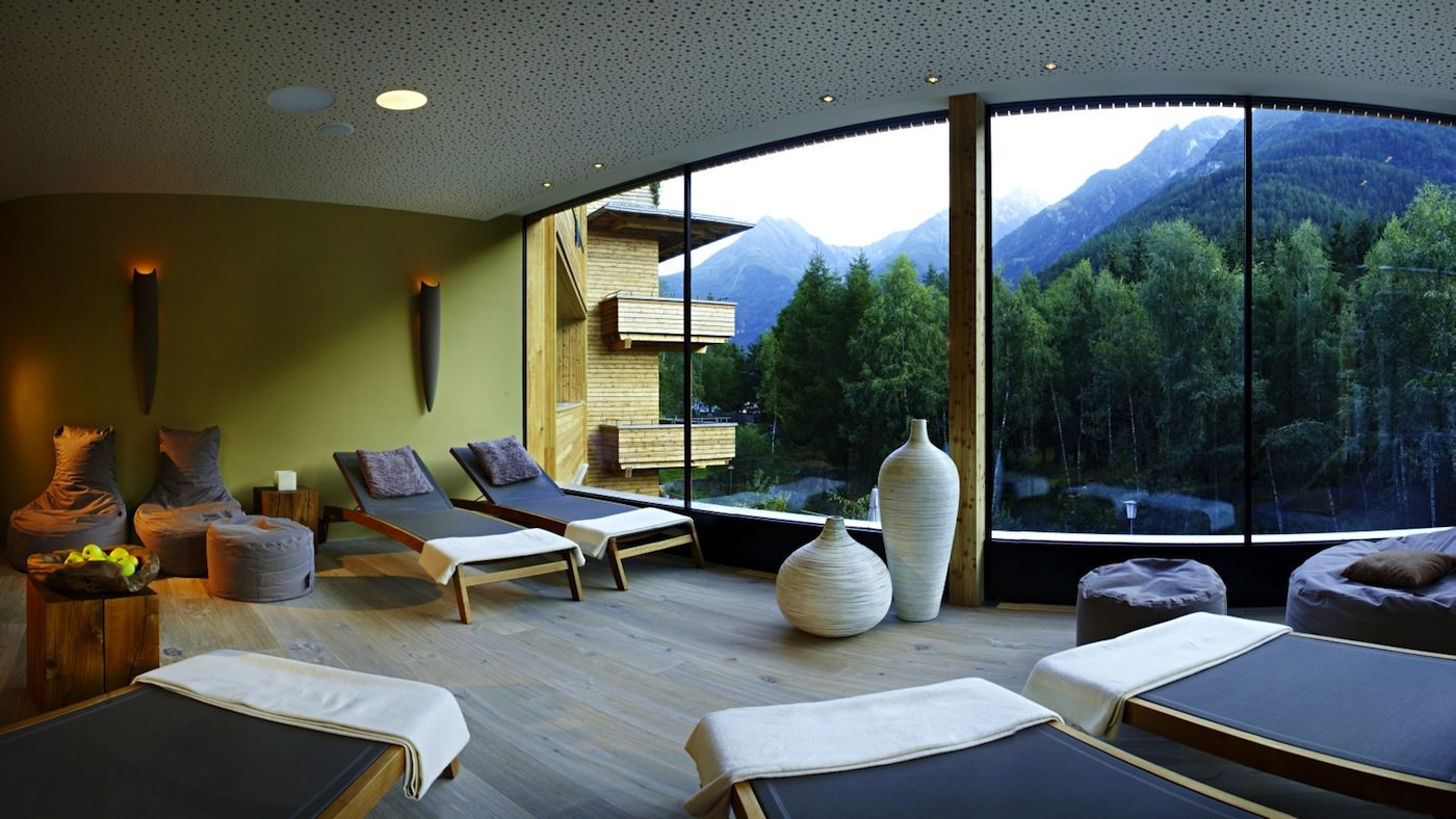 """Naturhotel Waldklause.  """"Alpine Wellness"""": so lautet die Ausrichtung des Wellnessbereichs des Hotels."""
