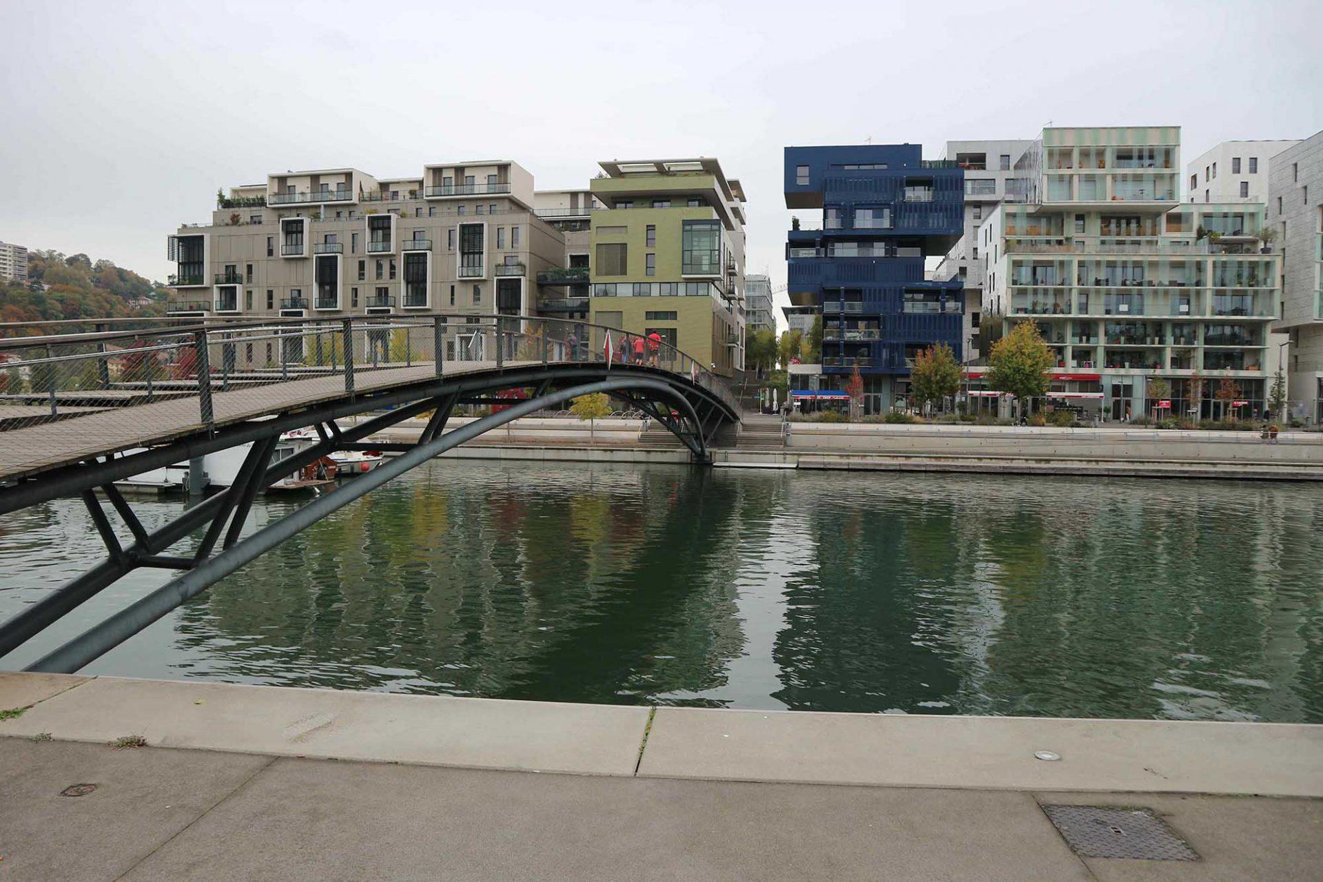 Place Nautique. Wo noch bis 2003 eine Industriebrache war, entstand in knapp anderthalb Jahrzehnten ein neues Wohn- und Büroviertel mit ambitionierter Architektur und hohem Anspruch an nachhaltiger und sozialer Stadtplanung.
