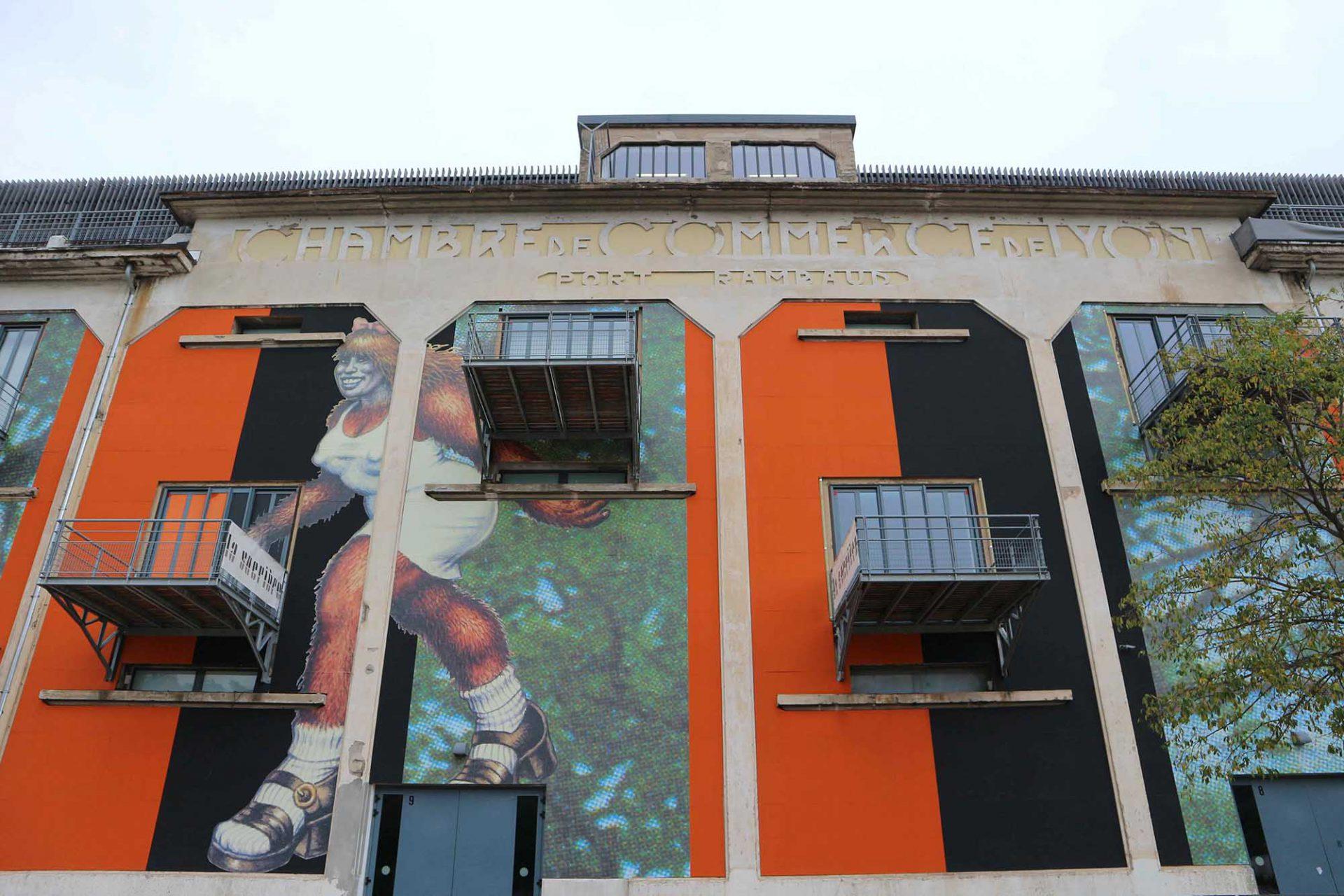 La Sucrière.  In den 1930er-Jahren inmitten der Hafenanlage als Depot für Zucker gebaut, wurde es 2003 zum Biennale d'Art Contemporain umgestaltet. Die Biennale für zeitgenössische Kunst hat sich seitdem zu einer der wichtigsten in Europa entwickelt. Den Umbau des Gebäudes verantwortete Z ARCHITECTURE mit dem Architekten William Vassal.