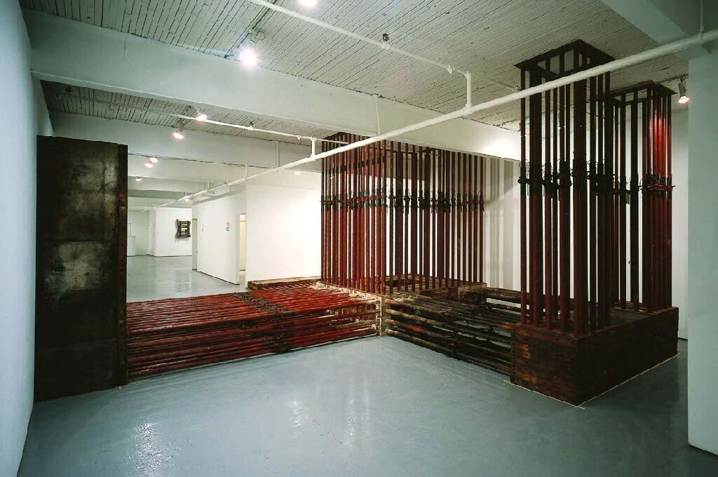 Supporting Measures at Mercer Union. 2012, Stahl, Holz, Gummi, 320 x 700 x 1150 cm, Mercer Union, Toronto, Kanada