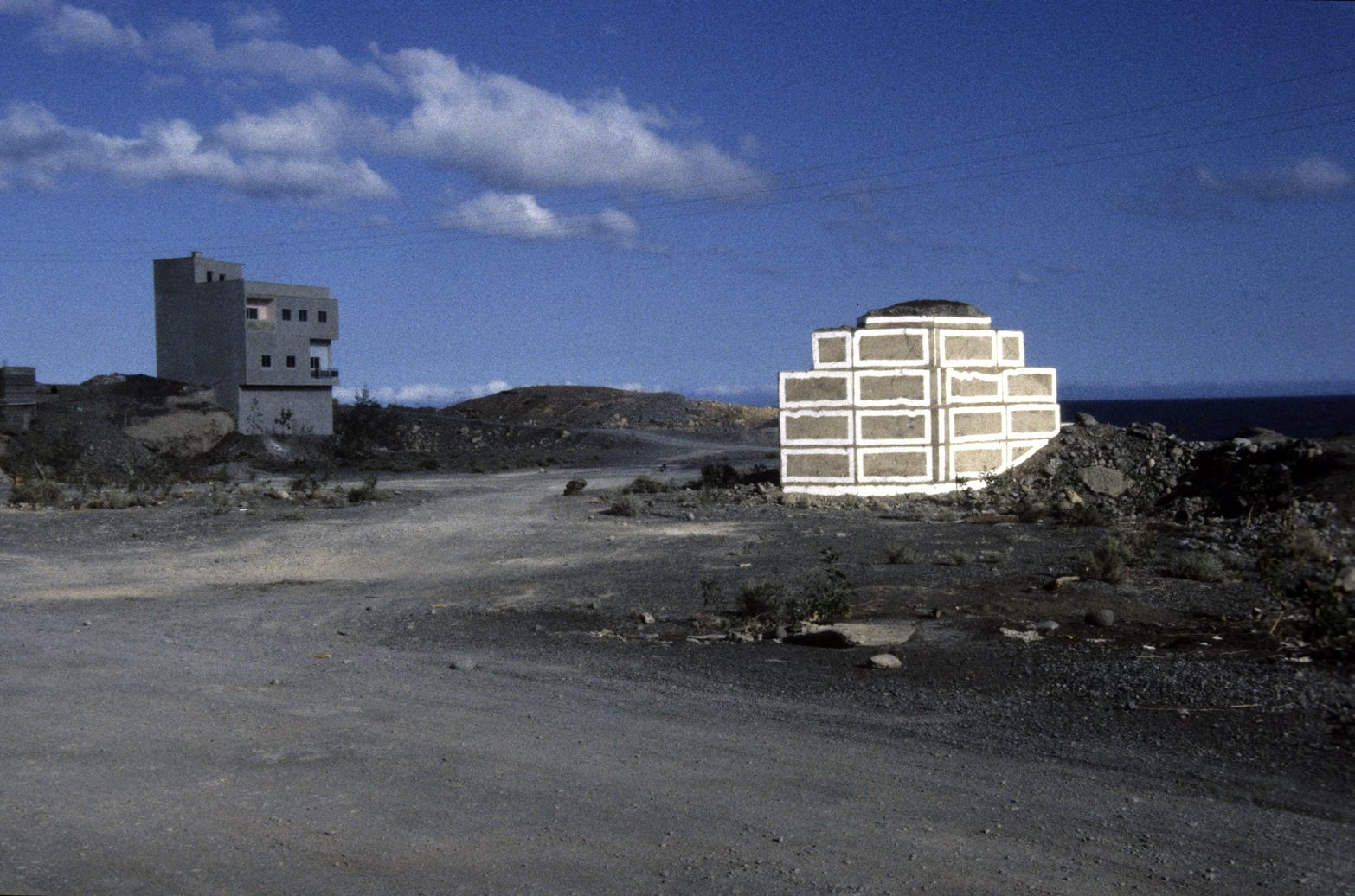 Reformierung IV. 1989, Wandfarbe auf Beton, Las Maretas, Tenerife, Kanarische Inseln, Spanien.