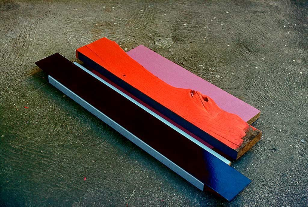 VS-6. 1980, Farbe auf Holz, 6 x 60 x 100 mm