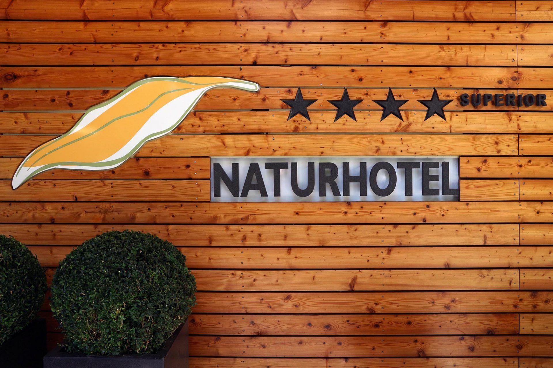 Naturhotel Waldklause.  Rein biologisch gebaut, ohne chemische Stoffe, mit Holz aus einer besonderen Mondphase.