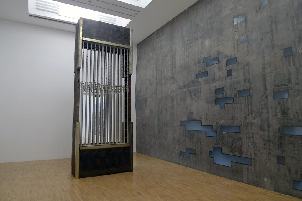 Werk I 90/14 SC/STENHAND. 2014, Stahl, Holz, Gummi. 450 x 150 x 75 cm, TEA, Tenerife, Santa Cruz, Spanien