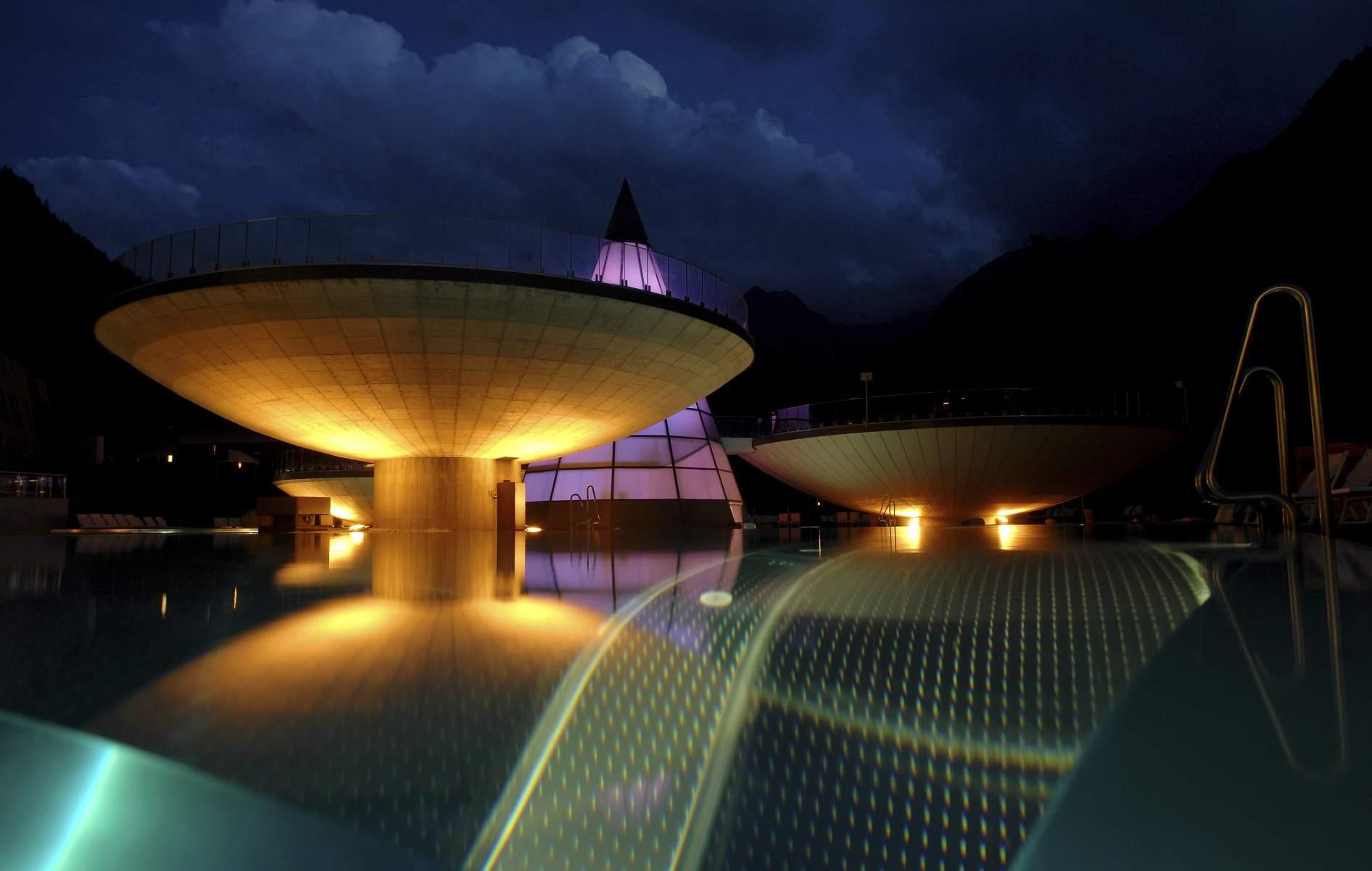 Aqua Dome. Die Becken in der Außen-Therme