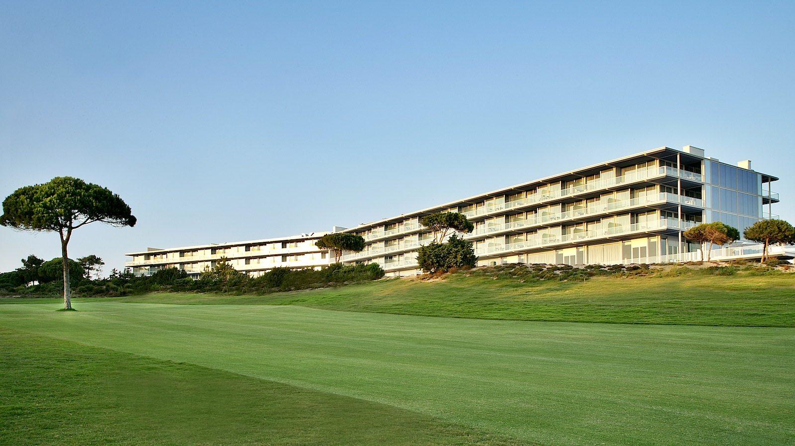 The Oitavos. Unweit der Festung und mit dem Fahrrad oder Auto keine 5 Minuten entfernt, ist das Fünfsternehotel The Oitavos mit 142 Zimmern.