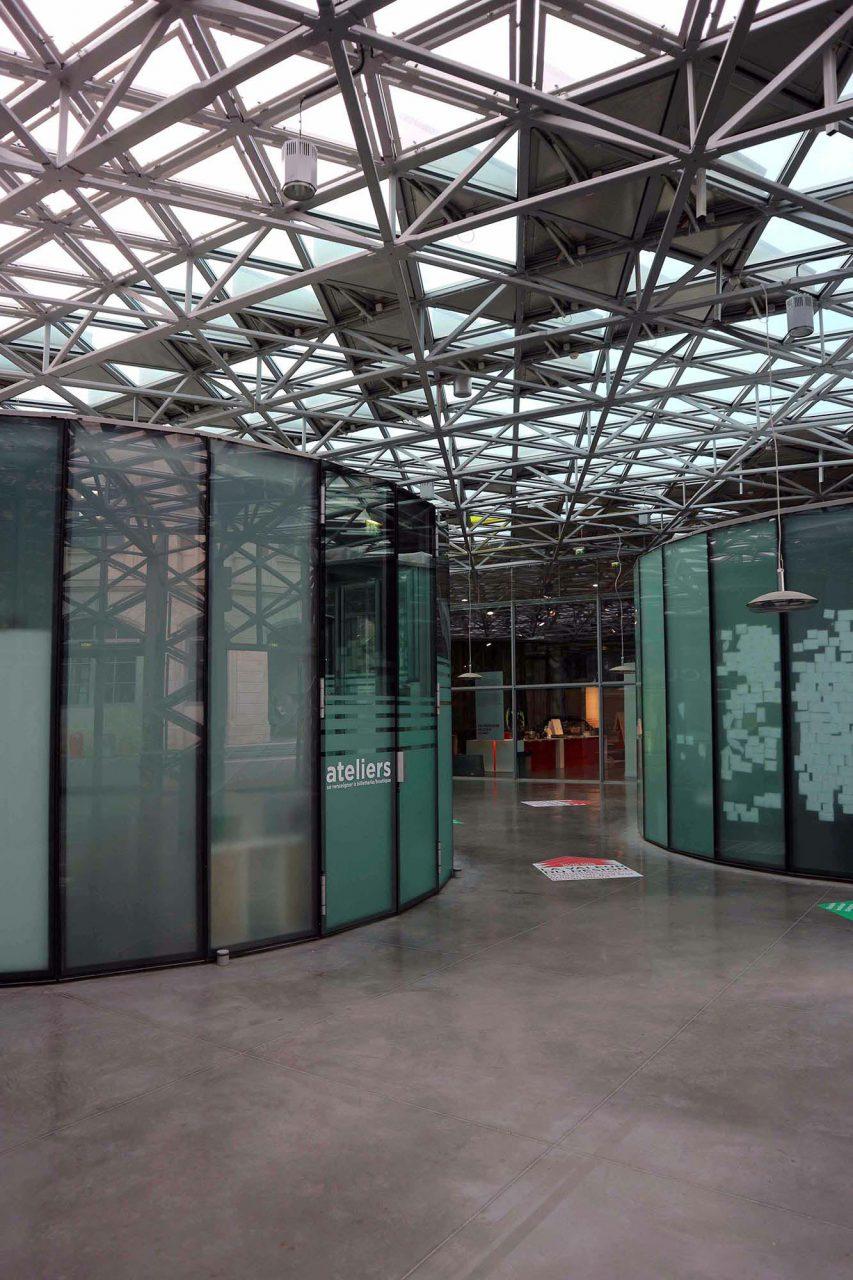 Cité du Design.  Im Inneren der Platine werden öffentliche und nicht öffentliche Bereiche durch die Intensität des Lichts und räumliche Dimensionen definiert.