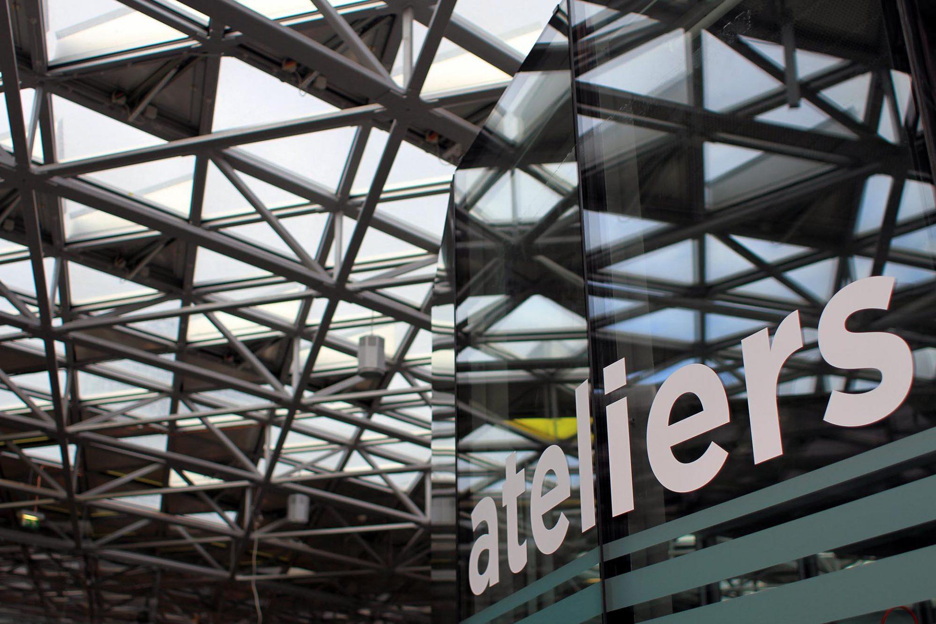 Cité du Design.  Die Agora ist der öffentlichste Raum und verbindet die Cité du Design mit der Stadt.
