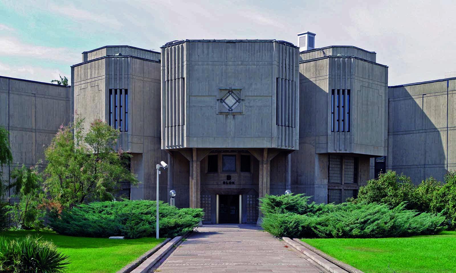 Ikone des Brutalismus und bedeutendes Architekturerbe in Ankara. Die Pforte des Abgeordnetenhauses (1978) von Behruz Çinici